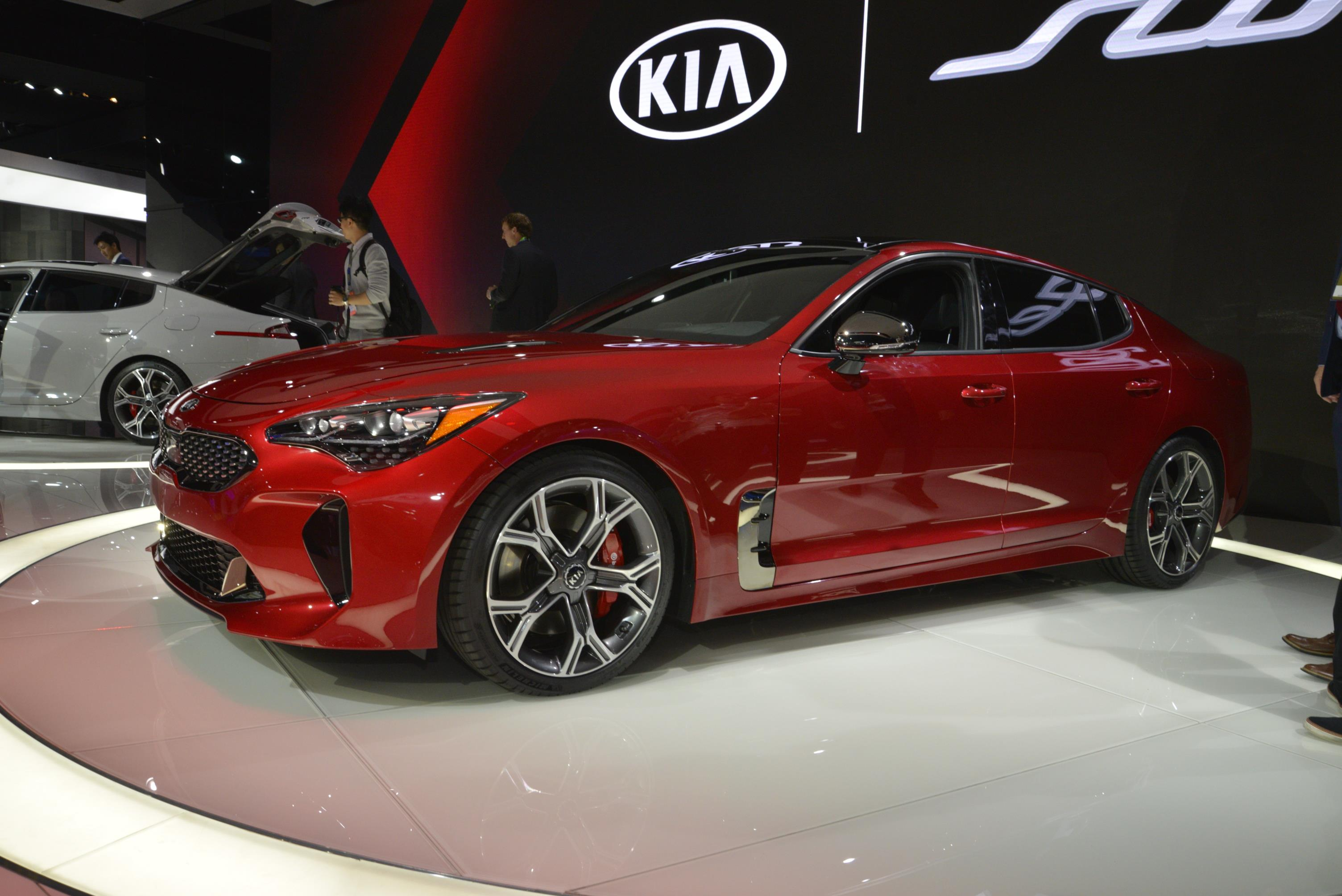 2018 Kia Stinger Looks Like A Porsche Panamera In Nardo Gray Paint Autoevolution