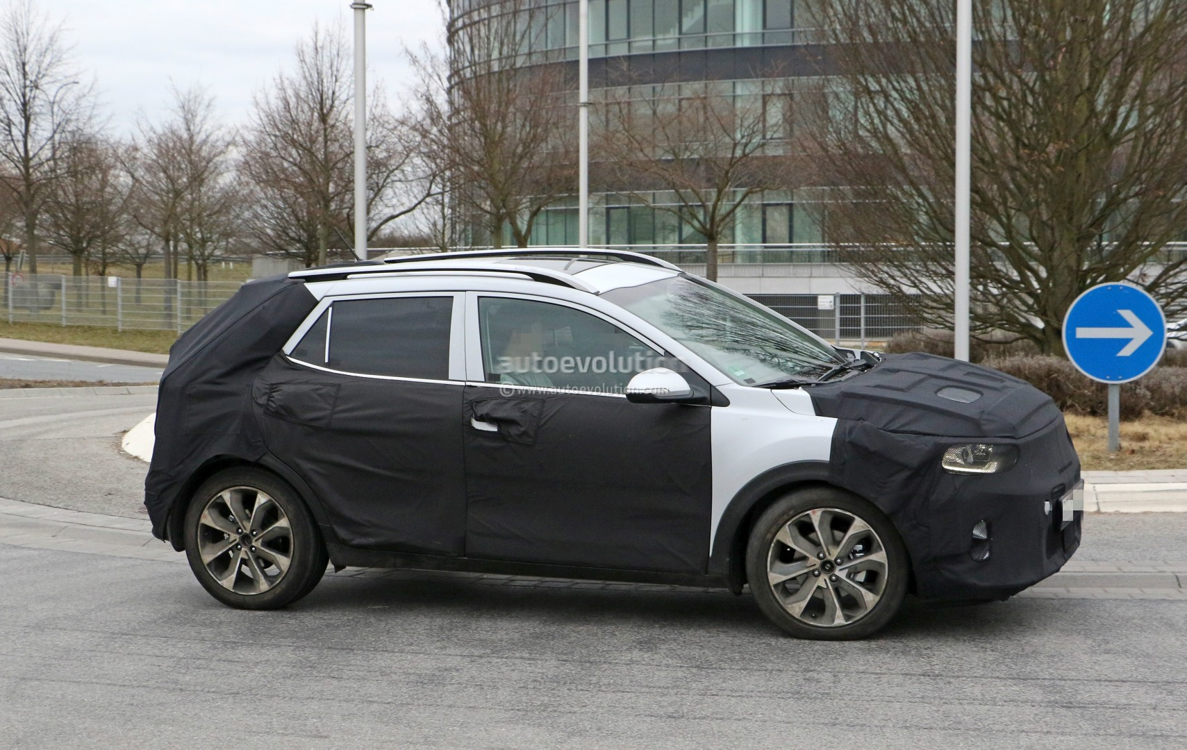 2017 - [Kia] Stonic 2018-kia-stonic-spied-up-close-in-germany-shows-sexy-production-lights_5