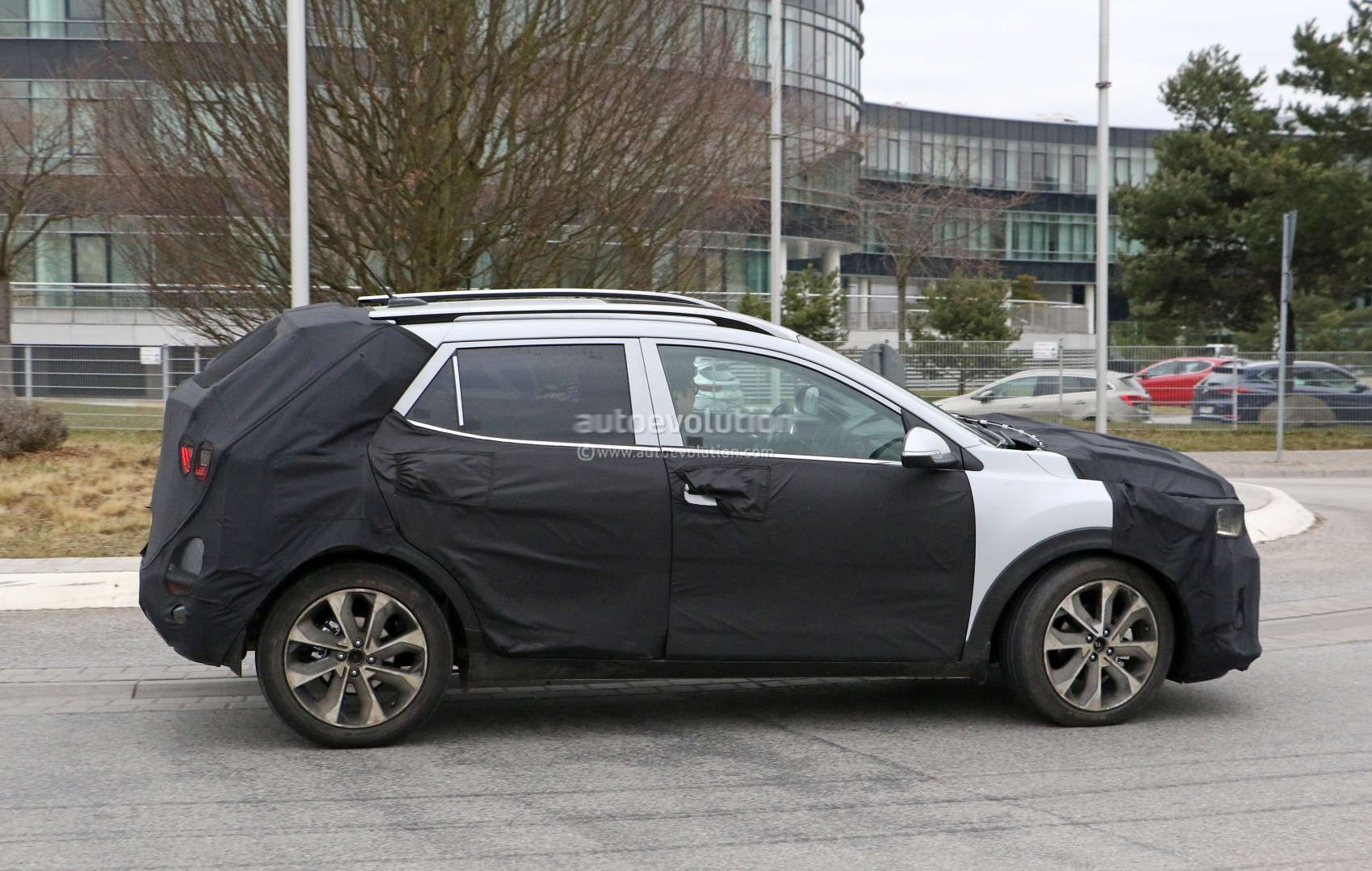 2017 - [Kia] Stonic 2018-kia-stonic-spied-up-close-in-germany-shows-sexy-production-lights_6