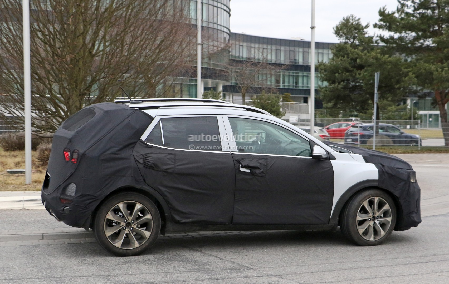 2017 - [Kia] Stonic 2018-kia-stonic-spied-up-close-in-germany-shows-sexy-production-lights_7