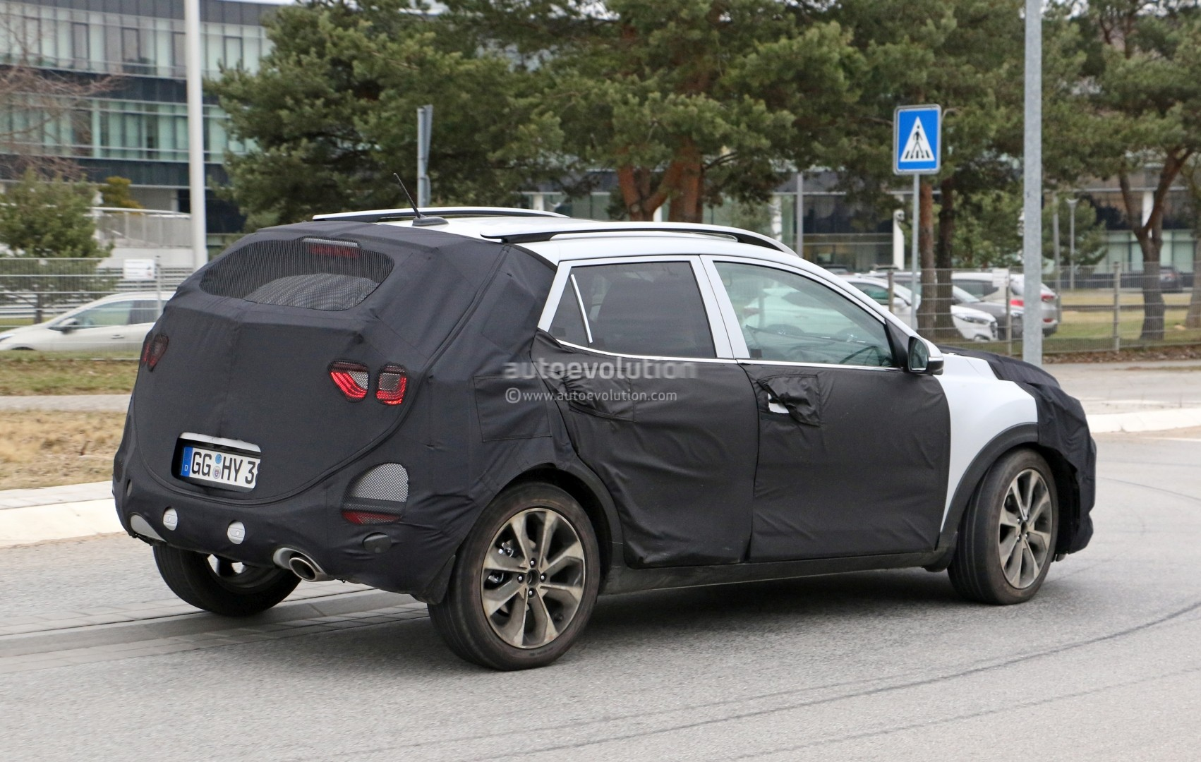 2017 - [Kia] Stonic 2018-kia-stonic-spied-up-close-in-germany-shows-sexy-production-lights_8