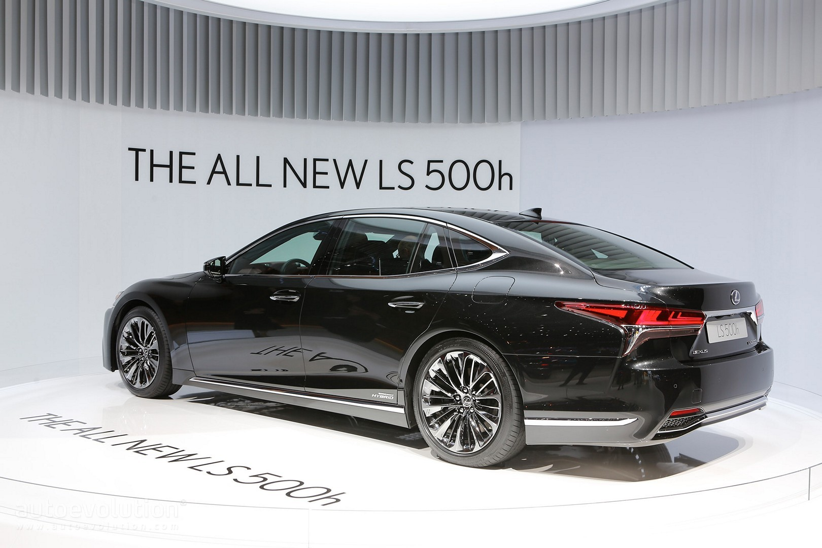 https://s1.cdn.autoevolution.com/images/news/gallery/2018-lexus-ls-500-f-sport-will-touch-down-at-the-2017-nyias_14.jpg