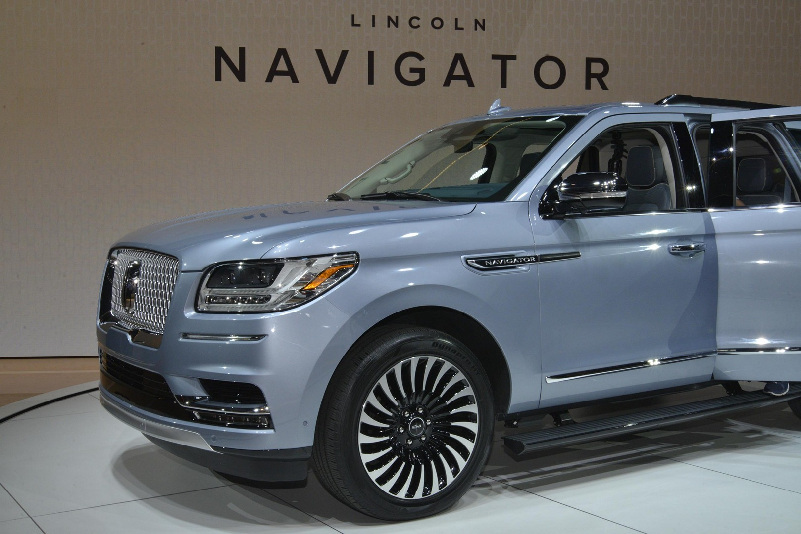 2018 Lincoln Navigator Is More Ghetto Than An Escalade In New York