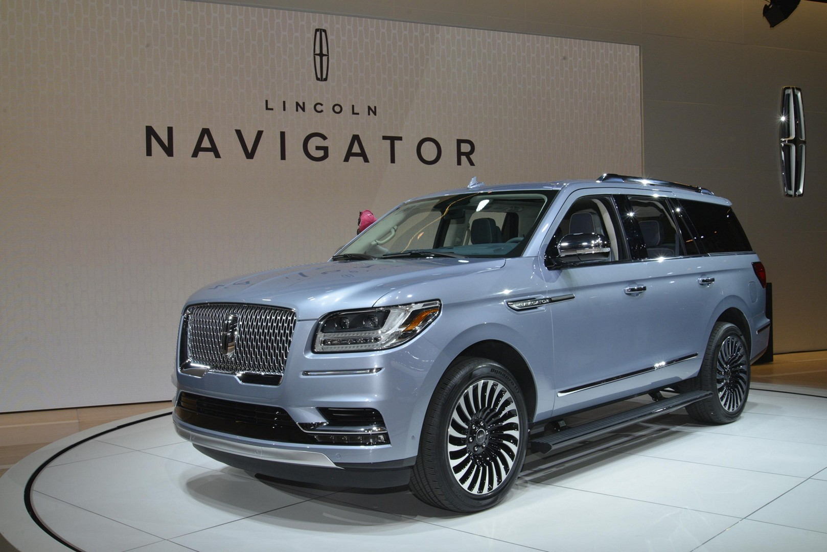 2018 lincoln navigator is more ghetto than an escalade in new york autoevolution. Black Bedroom Furniture Sets. Home Design Ideas