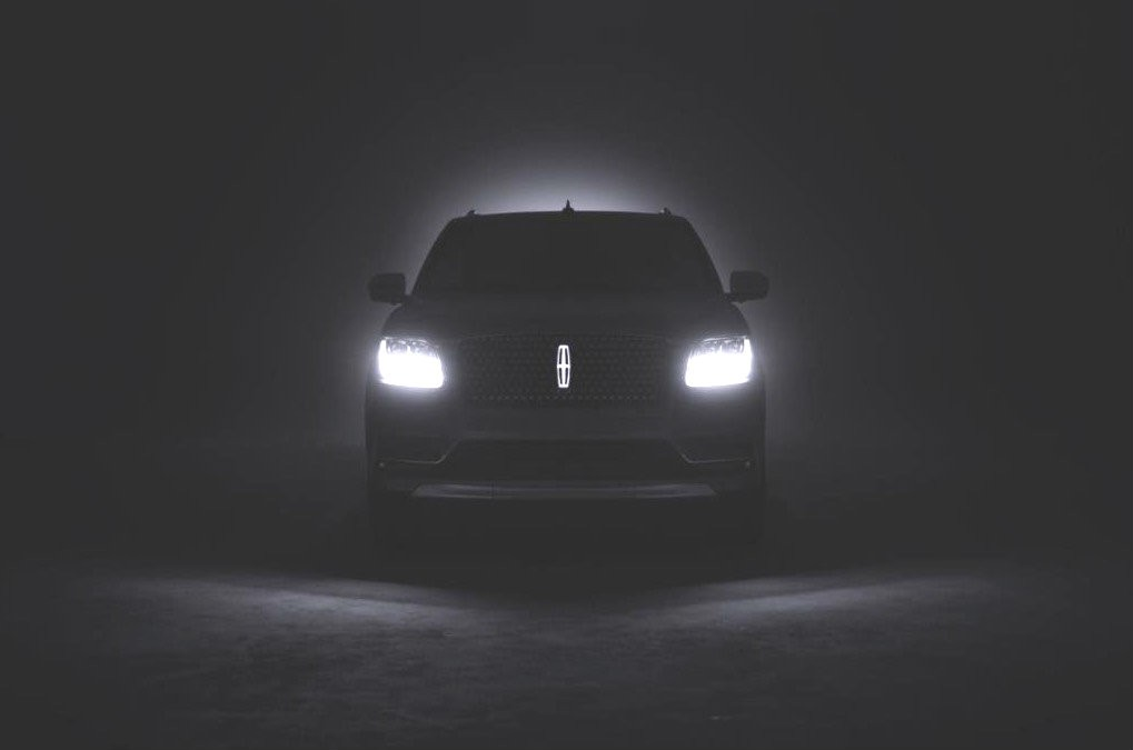New Lincoln Navigator 2017 >> 2018 Lincoln Navigator Teased, Features Illuminated Emblem - autoevolution