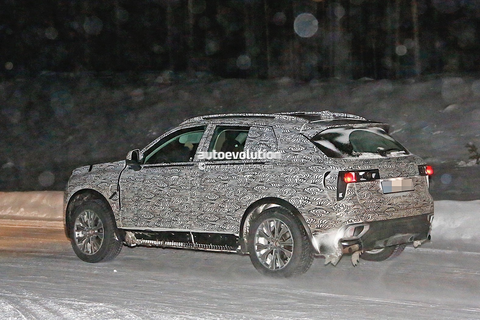 Lynk Co Suv Caught Testing In Production Guise Autoevolution