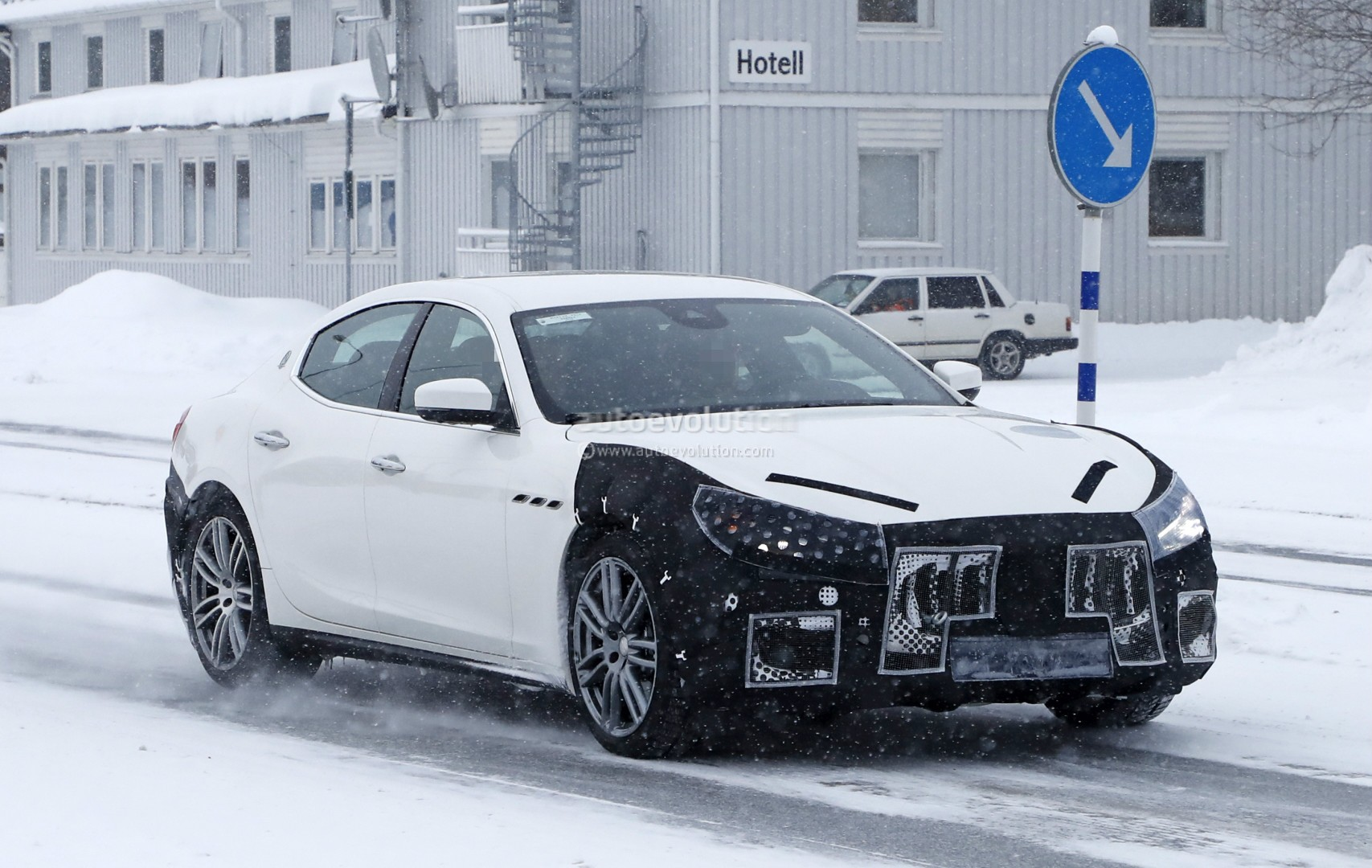 2018 maserati ghibli spied in sweden angry look prototype hides meaner grille autoevolution. Black Bedroom Furniture Sets. Home Design Ideas