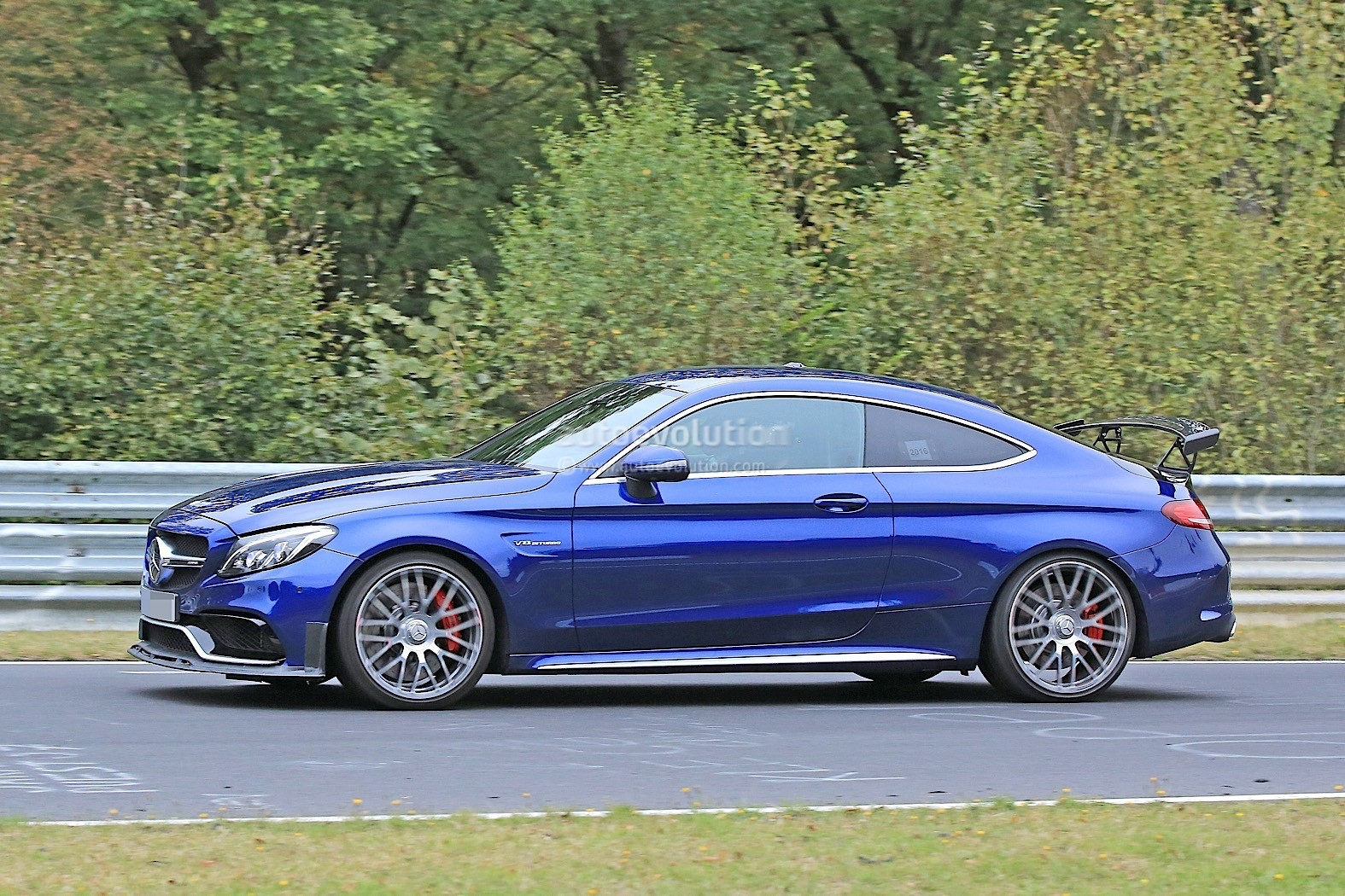 2018 mercedes amg c63 r coupe comes to crash the bmw m4 gts party autoevolution. Black Bedroom Furniture Sets. Home Design Ideas