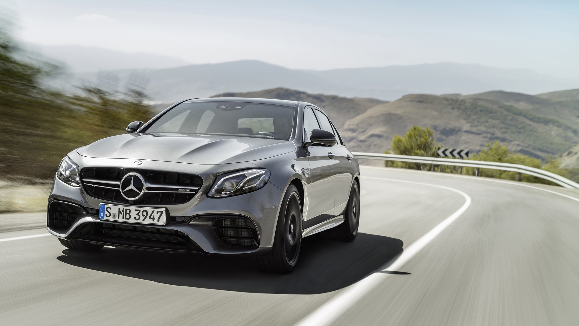 2018 mercedes amg e63 boasts amg performance 4matic awd drift mode lots of hp autoevolution. Black Bedroom Furniture Sets. Home Design Ideas