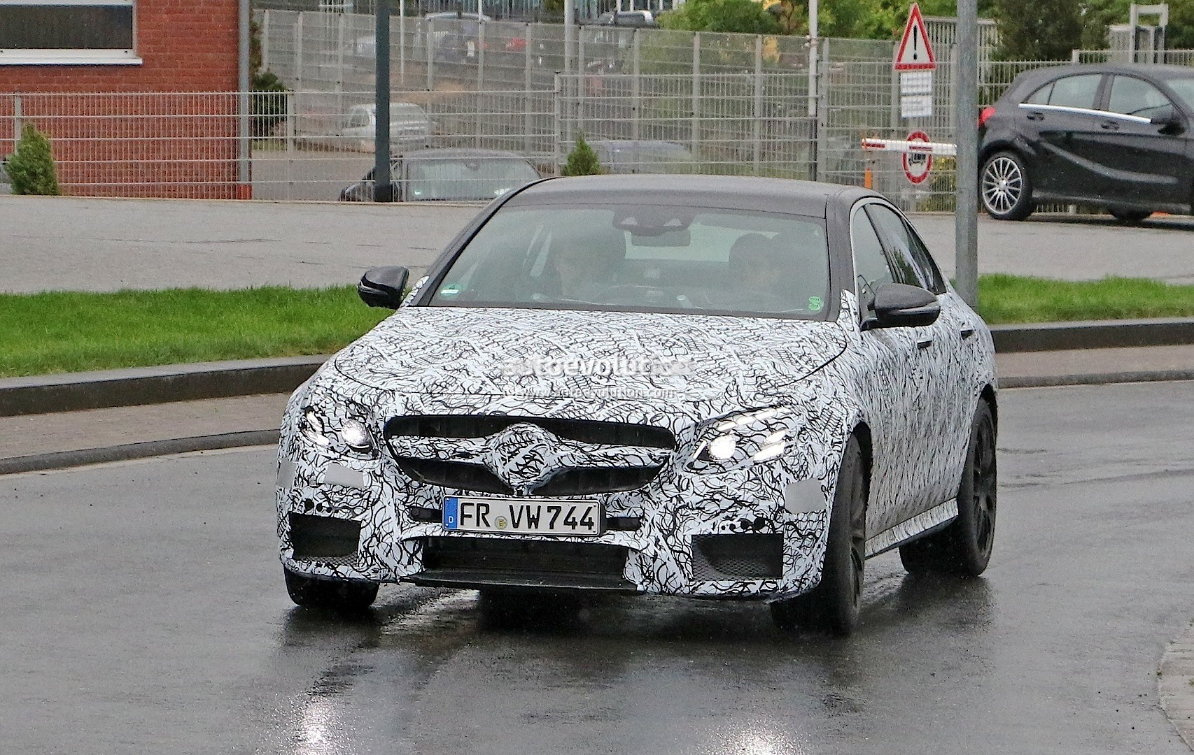 2017 mercedes amg e63 prototype first spy photos will take 4 0 v8 past 550 hp autoevolution. Black Bedroom Furniture Sets. Home Design Ideas