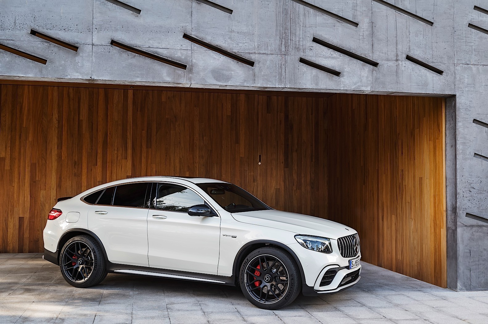 2018 mercedes amg glc 63 can be yours from eur 82 705 autoevolution. Black Bedroom Furniture Sets. Home Design Ideas