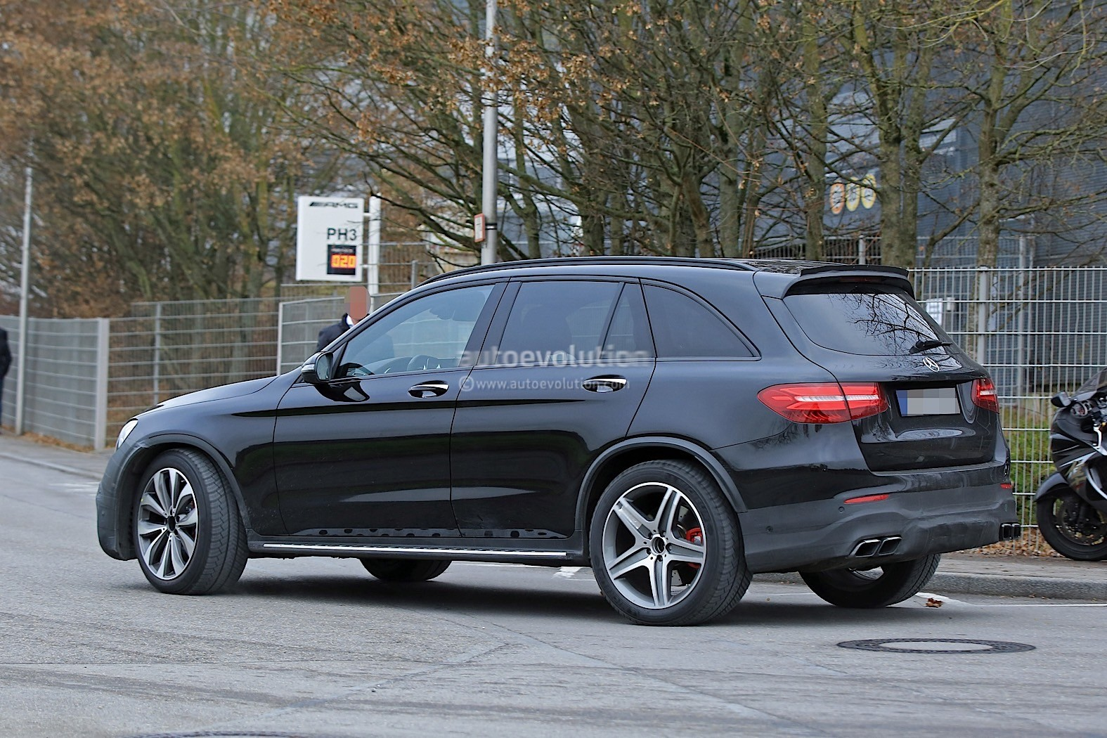 2018 mercedes amg glc63 looks hungry for bmw x3 ms in for Mercedes benz mississippi