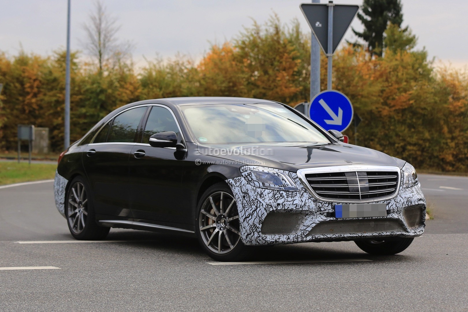 2018 mercedes amg s63 4matic lang spied with full roll for Mercedes benz s63 amg 2018