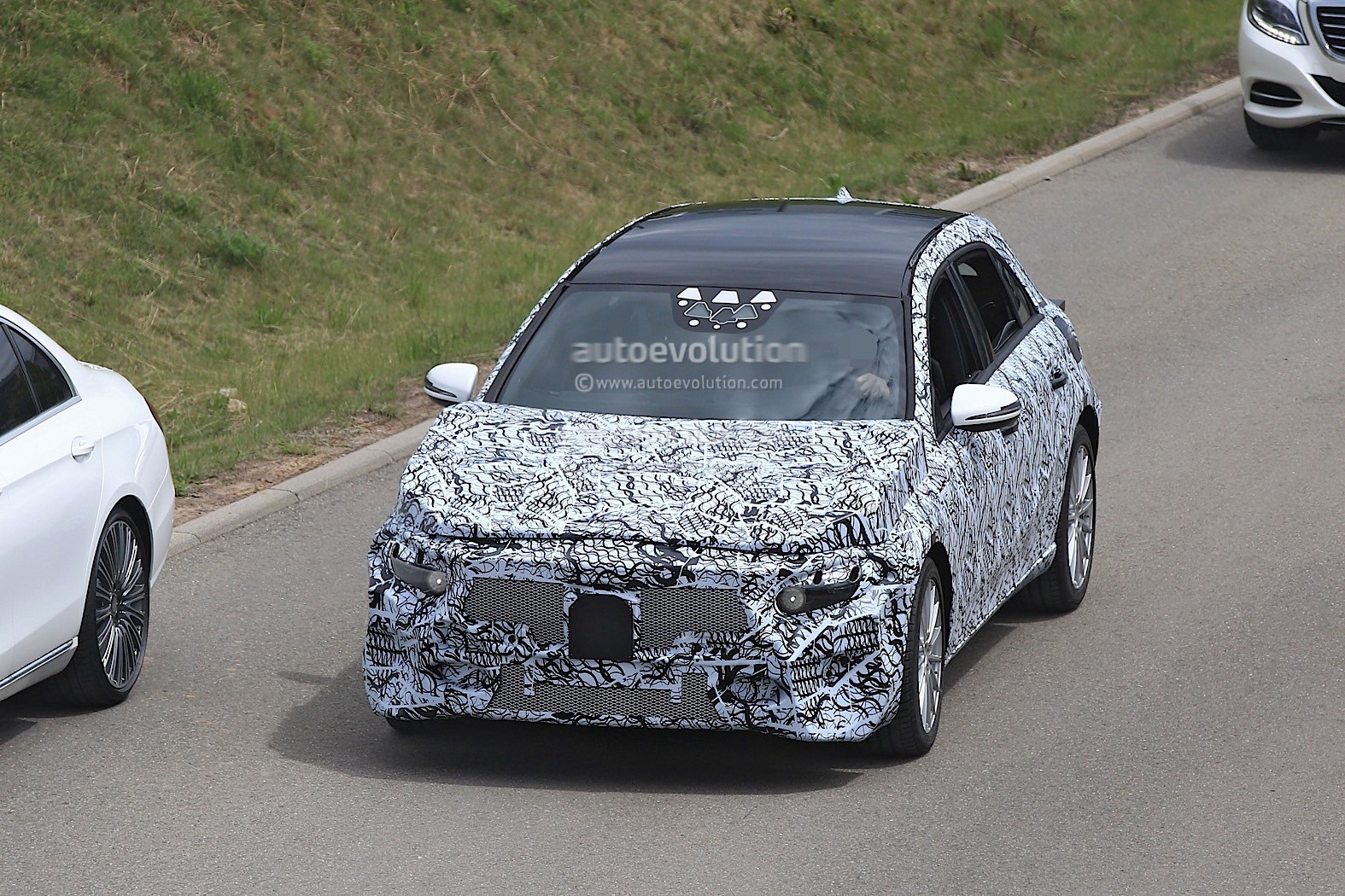 2018 mercedes benz a class prototype shows up for testing autoevolution. Black Bedroom Furniture Sets. Home Design Ideas