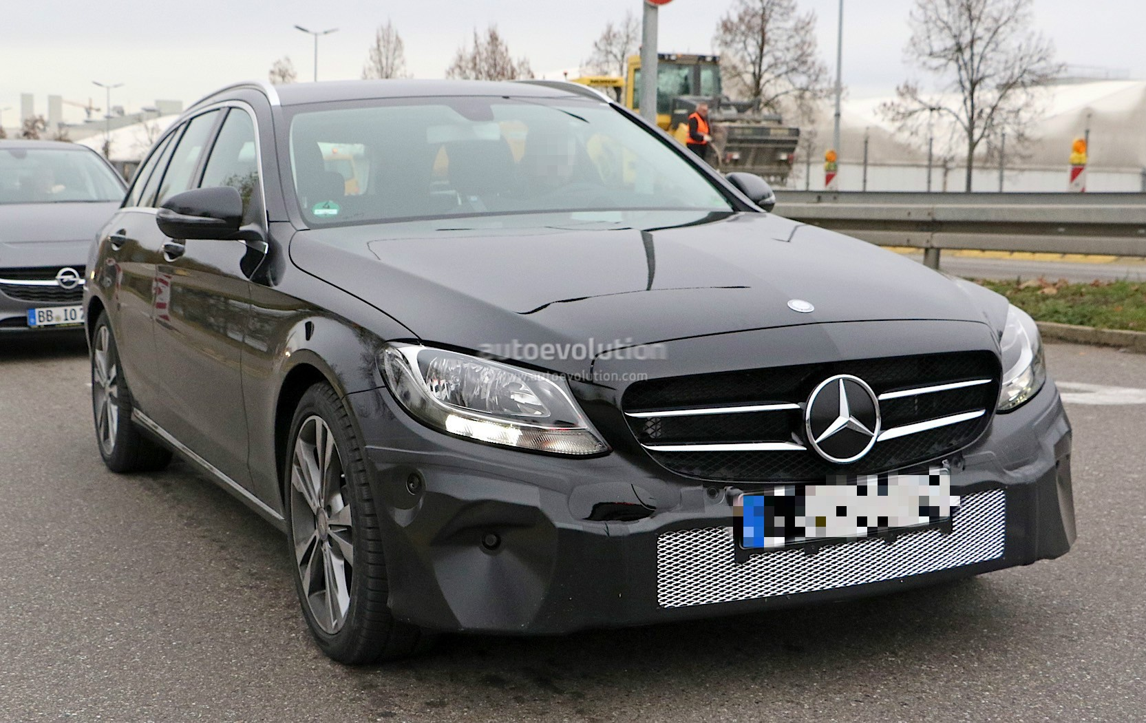 2018 mercedes benz c class facelift shows interior for the for Pictures of a mercedes benz