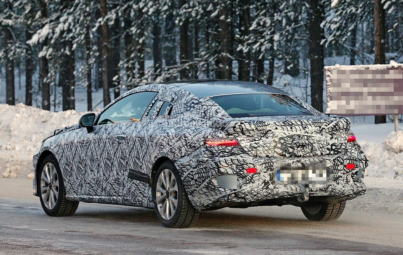 2018-mercedes-benz-e-class-coupe-enjoying-some-camera-time-ahead-of-its-launch_11