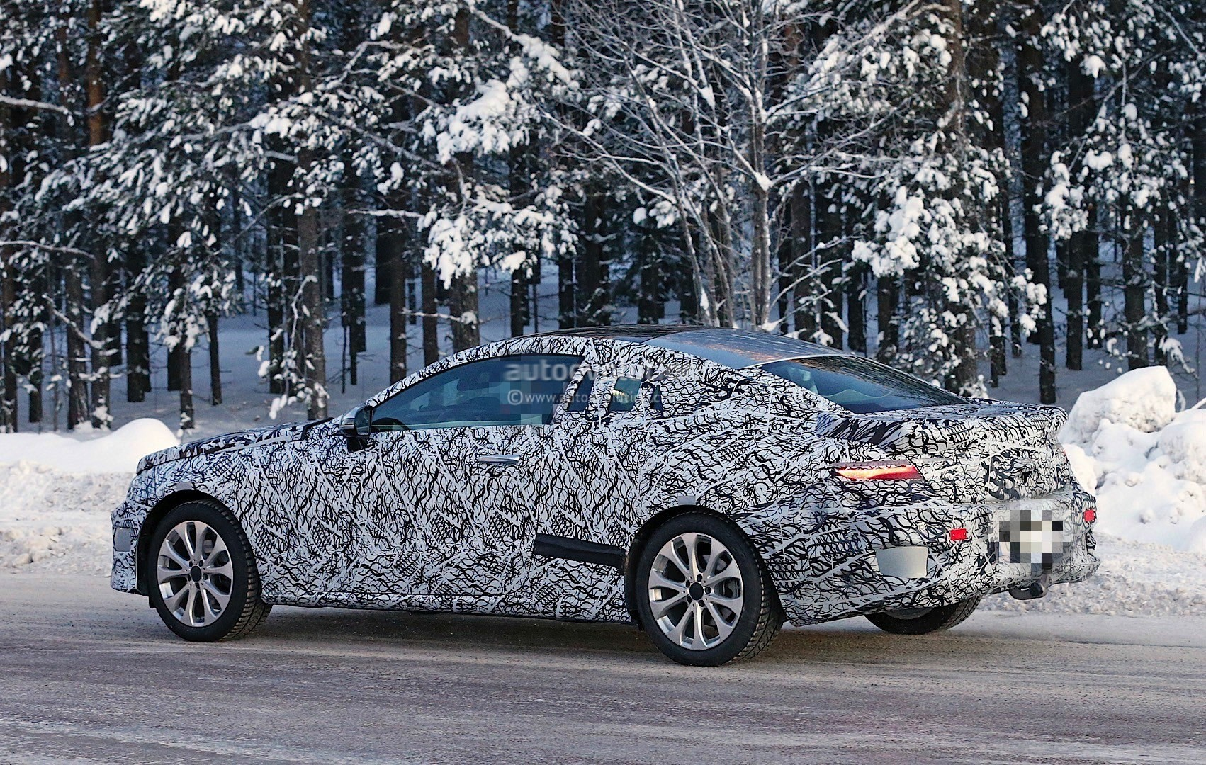 2018-mercedes-benz-e-class-coupe-enjoying-some-camera-time-ahead-of-its-launch_9