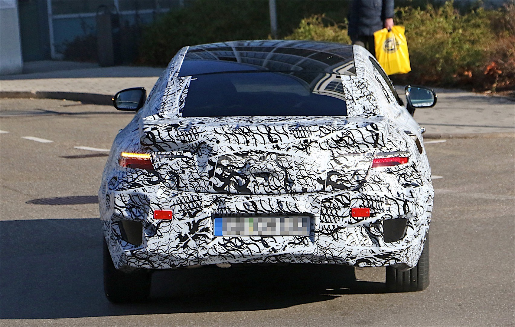 2018-mercedes-benz-e-class-coupe-shows-its-b-pillarless-profile-for-the-first-time_12