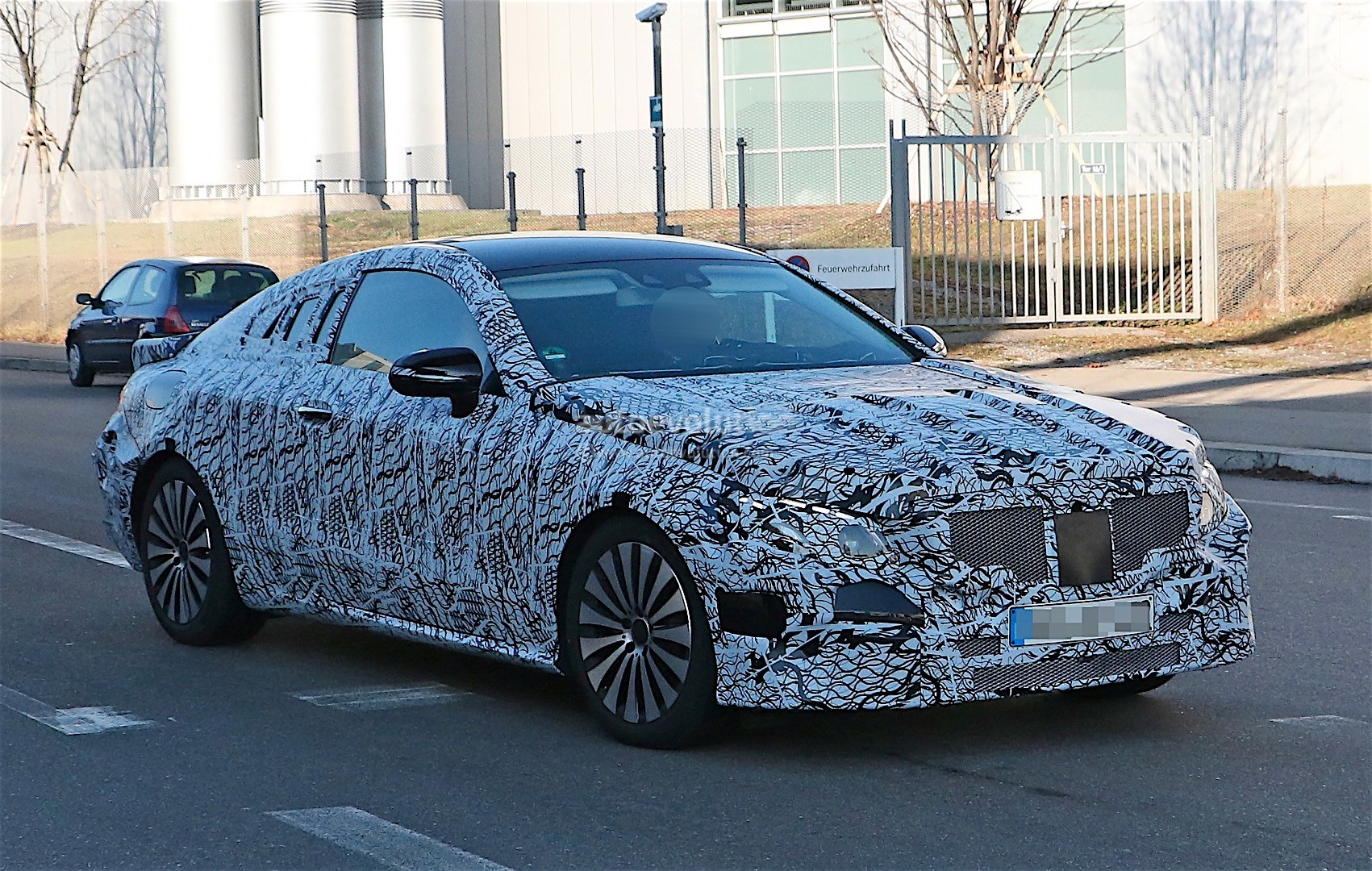 2018-mercedes-benz-e-class-coupe-shows-its-b-pillarless-profile-for-the-first-time_3