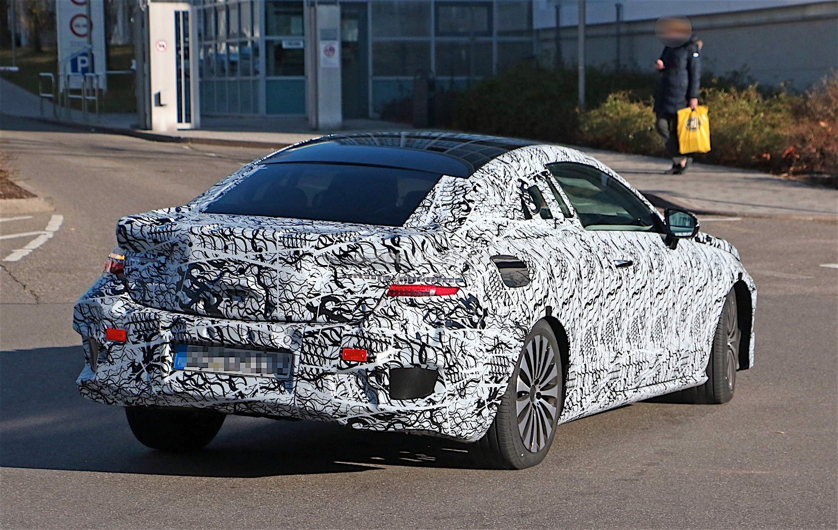 2018-mercedes-benz-e-class-coupe-shows-its-b-pillarless-profile-for-the-first-time_9