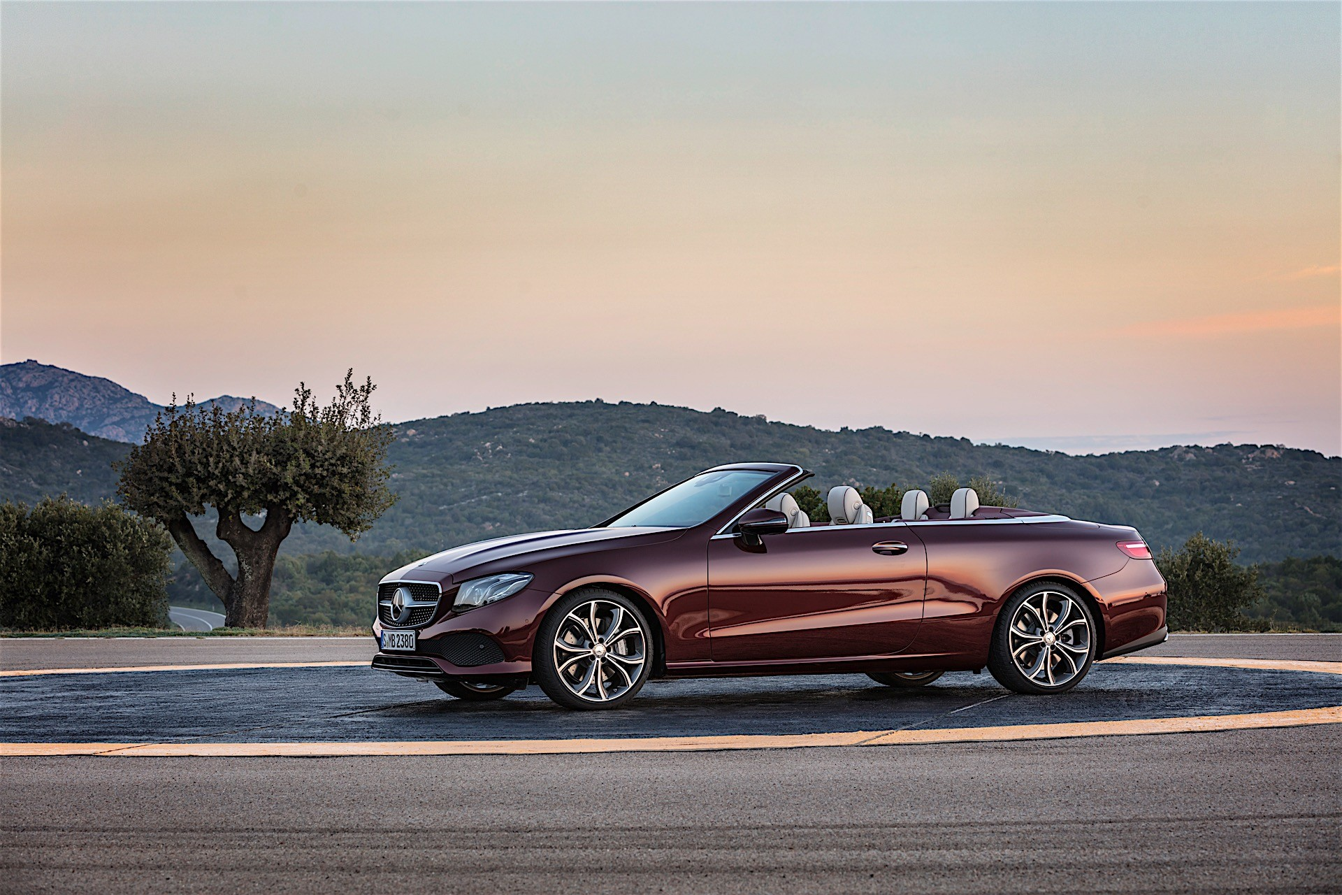 2018 mercedes benz e350 coupe and cabrio introduce mild for Mercedes benz e 350