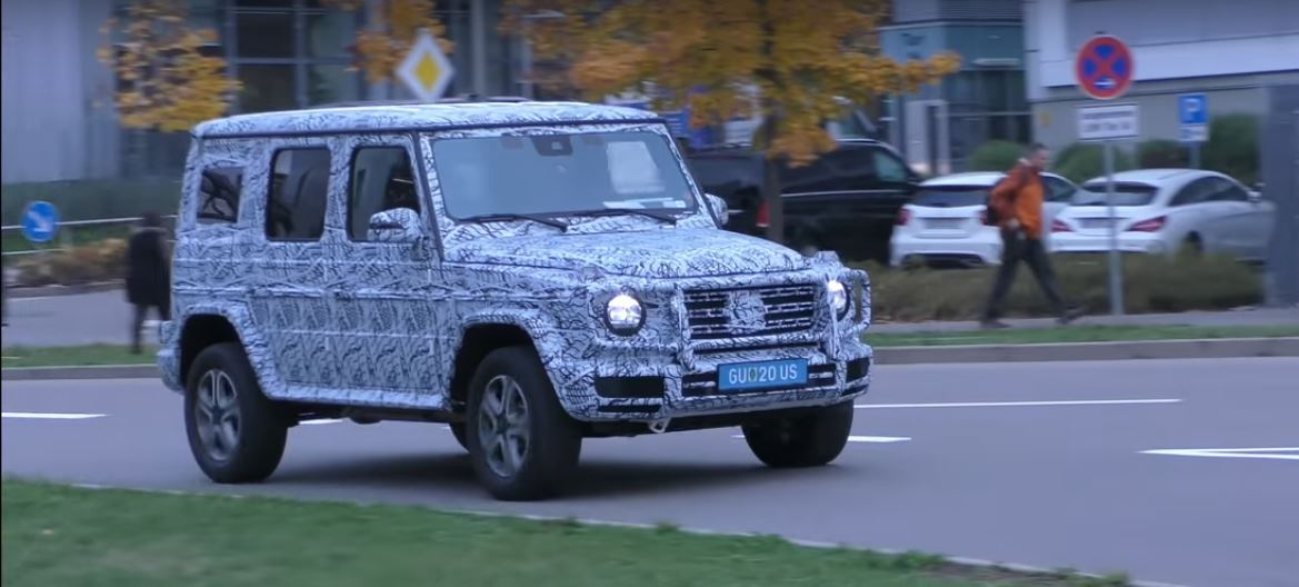 2018 mercedes benz g class dashboard shows up in latest spy video. Black Bedroom Furniture Sets. Home Design Ideas