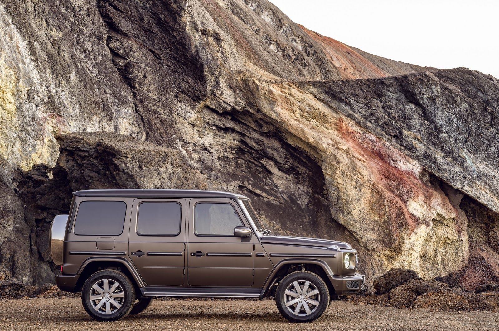 2019 Mercedes-Benz G-Class Shows Amazing Old-New Look in ...