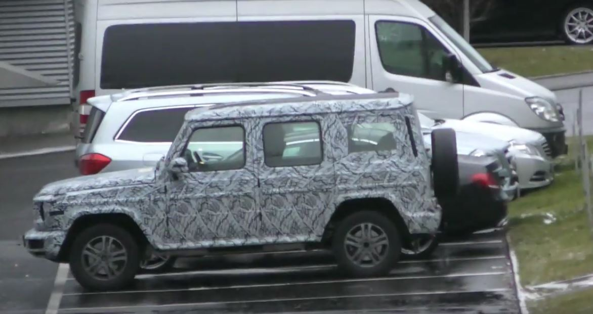 2018 mercedes benz g class spied gets closer to. Black Bedroom Furniture Sets. Home Design Ideas