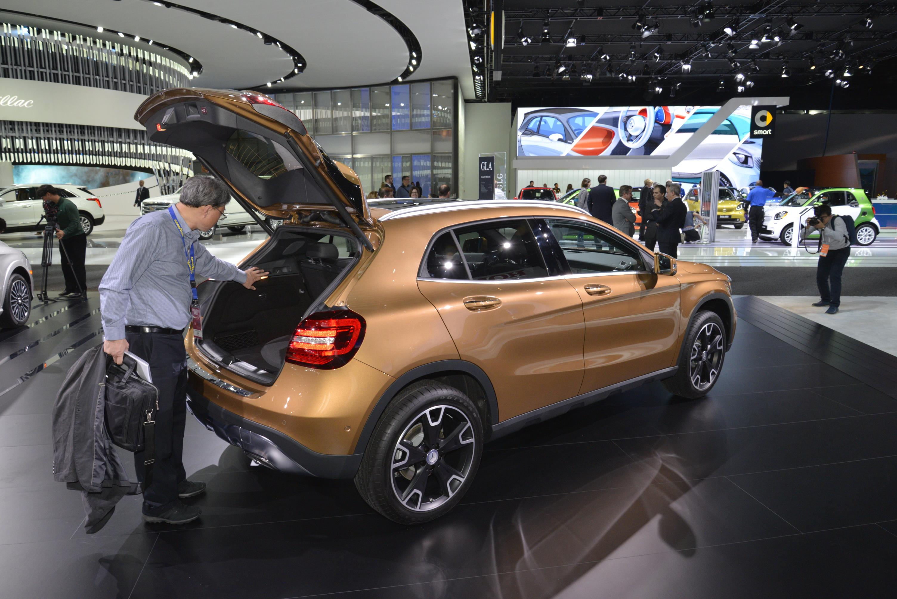 2018 Mercedes-Benz GLA-Class Doesn't Look That Different ...