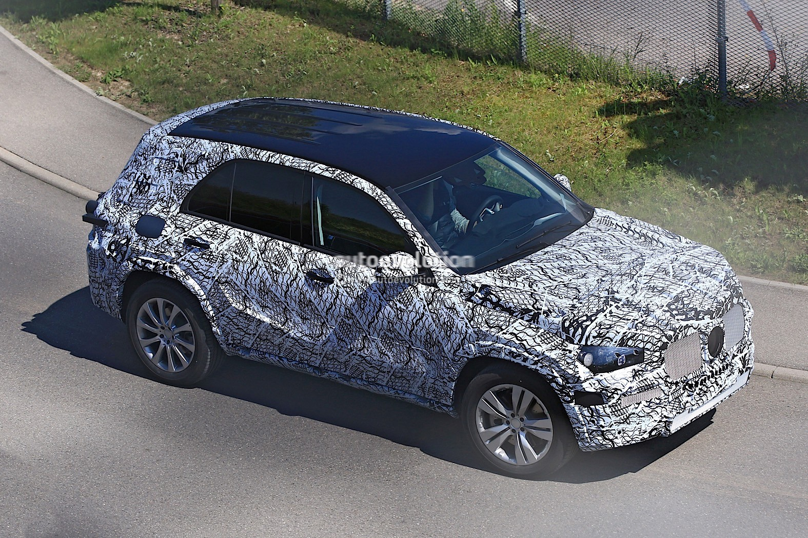 New Mercedes Gla 2019 >> 2018 Mercedes-Benz GLB Starts Testing With Production Body - autoevolution