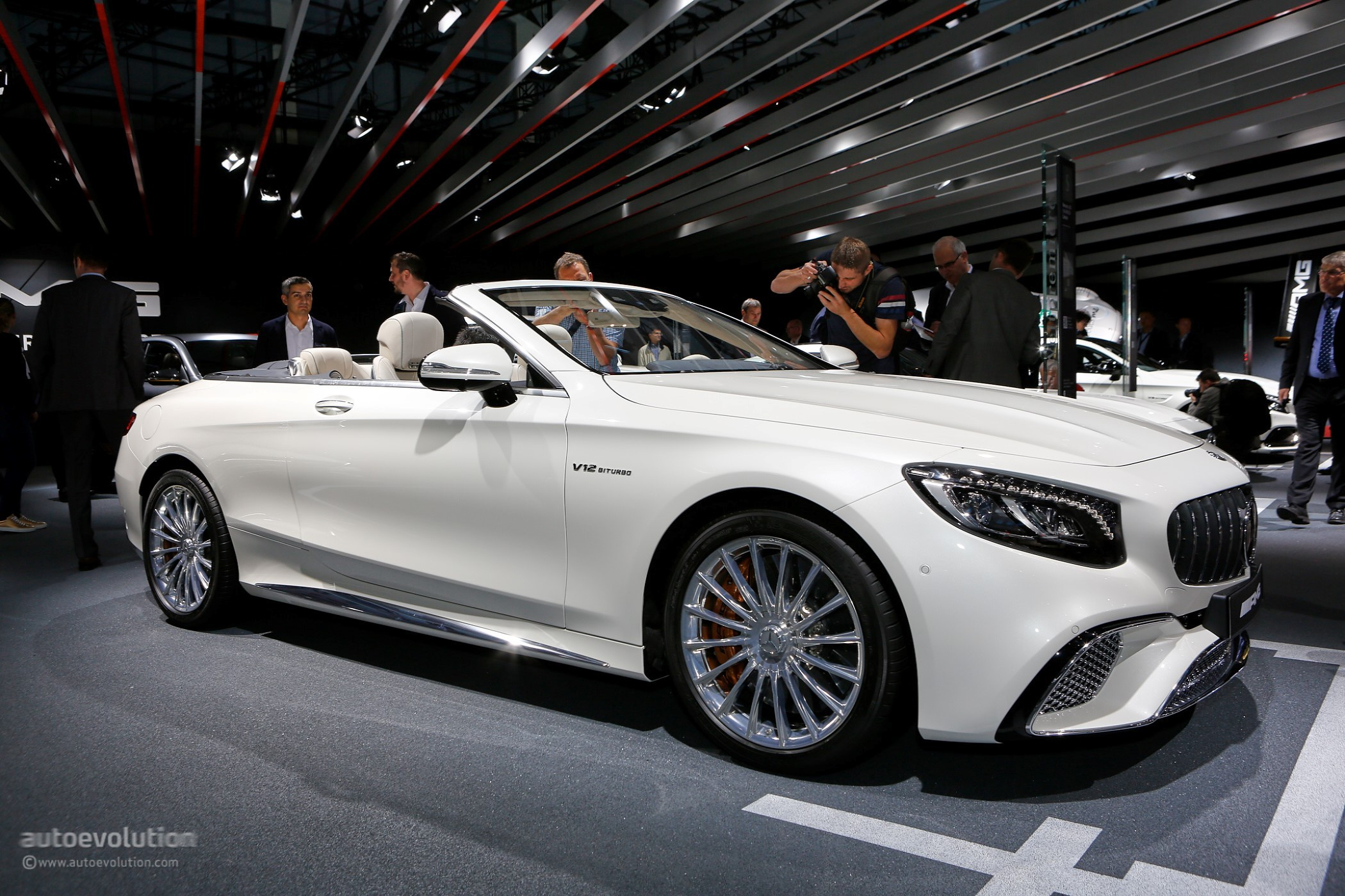 2018 mercedes benz s class coupe cabriolet show off oled for Mercedes benz cabriolet 2018