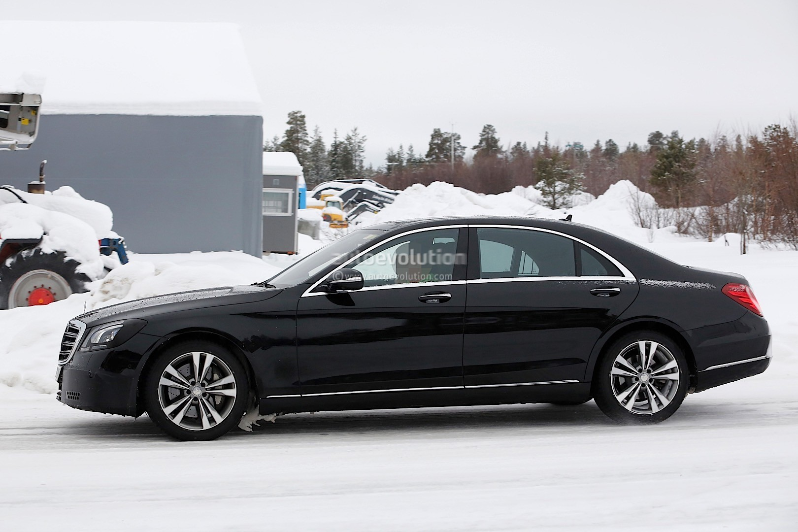 2018 mercedes benz s class facelift gets a new detailed for Pics of mercedes benz