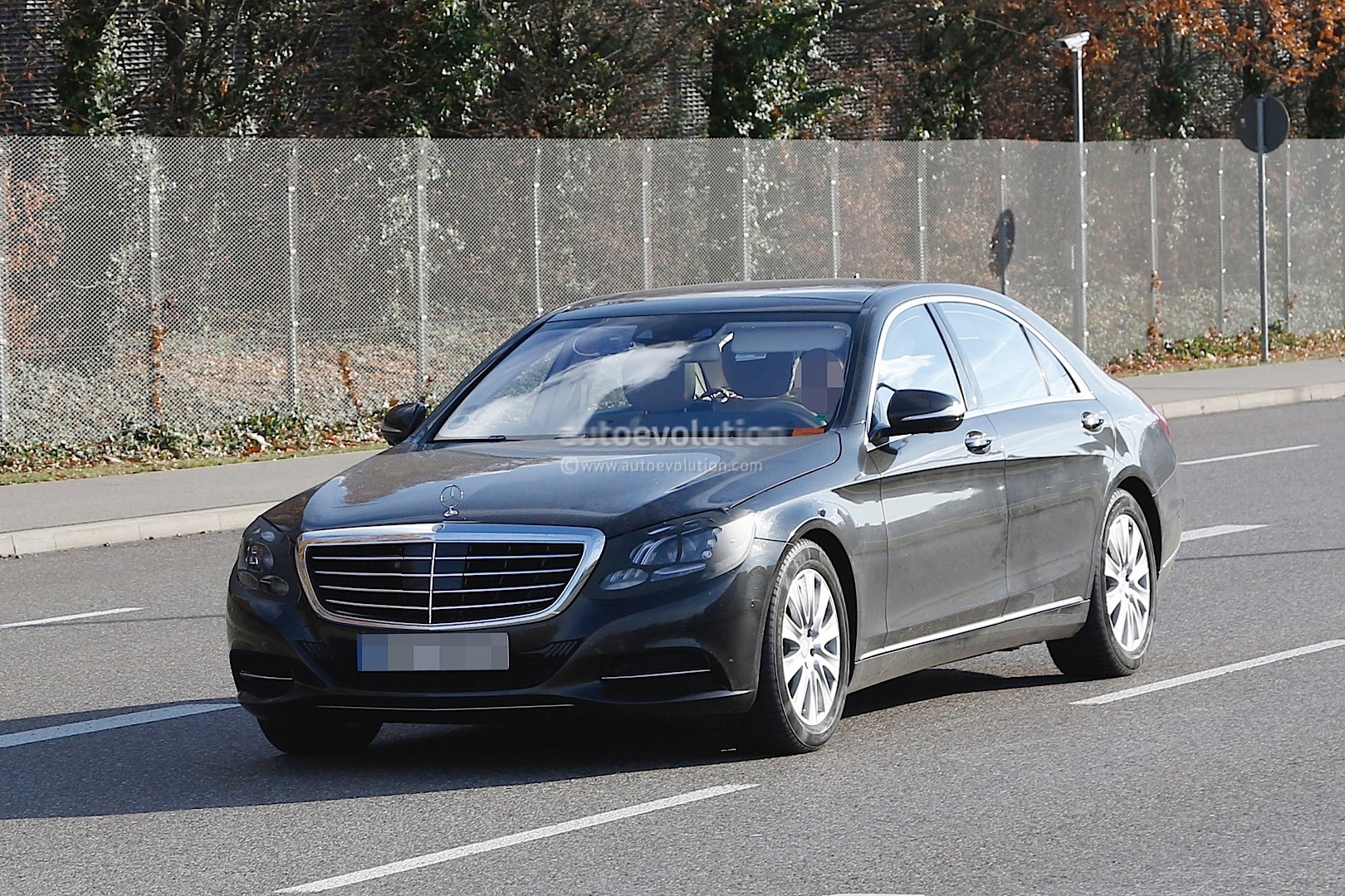 2018 mercedes benz s class facelift spied for the first time showing minor changes autoevolution. Black Bedroom Furniture Sets. Home Design Ideas