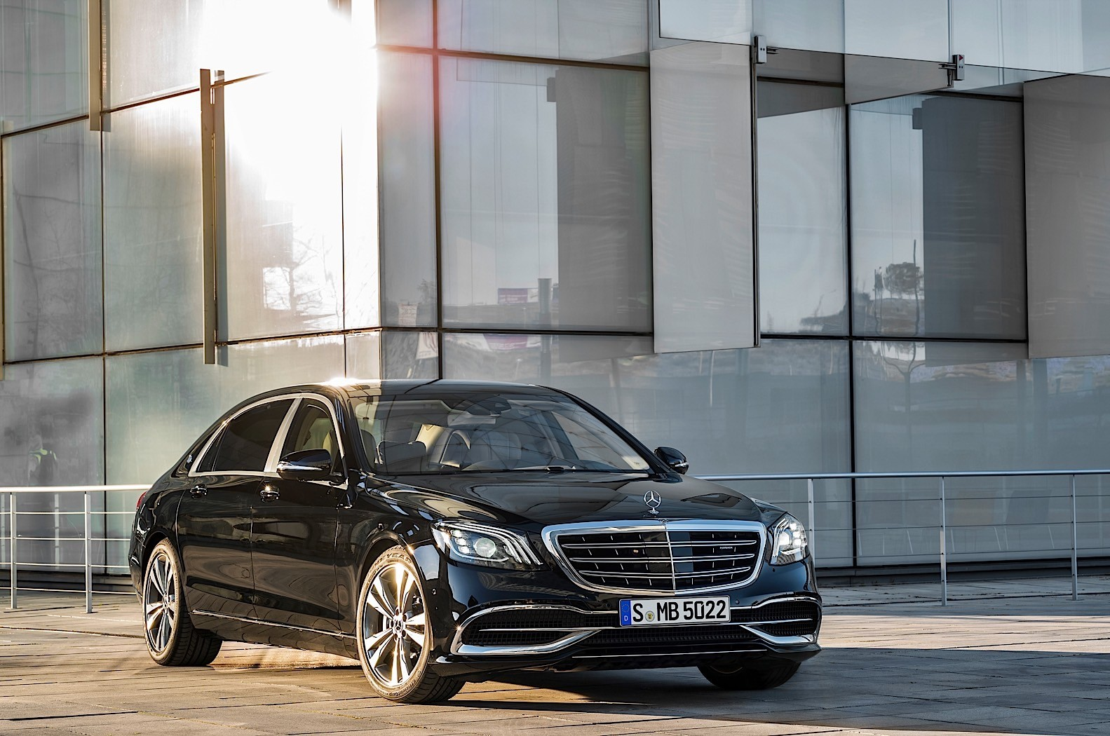 2018 mercedes benz s class w222 facelift brings back the for Mercedes benz s 500
