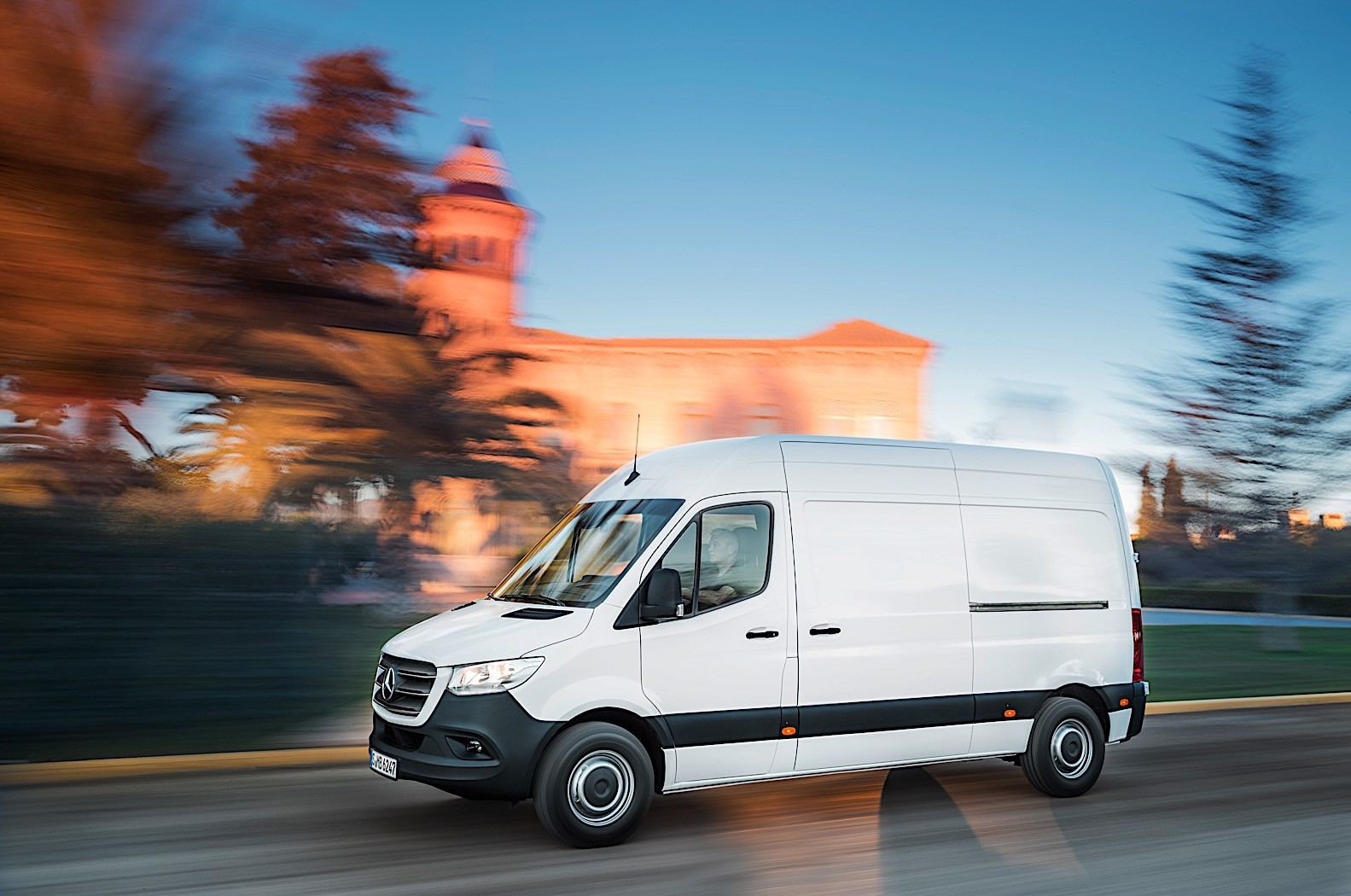 New Mercedes Suv >> Mercedes-Benz Sprinter-based RV Reviewed by AutoBlog - autoevolution