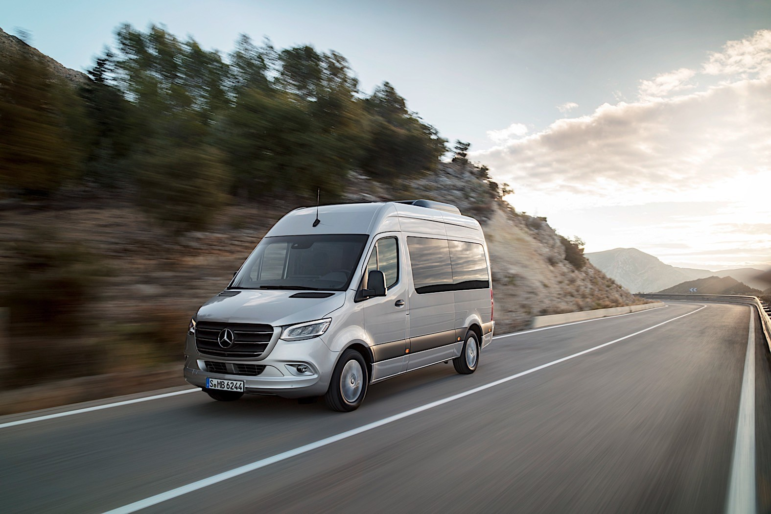 Mercedes benz sprinter based rv reviewed by autoblog for Mercedes benz van