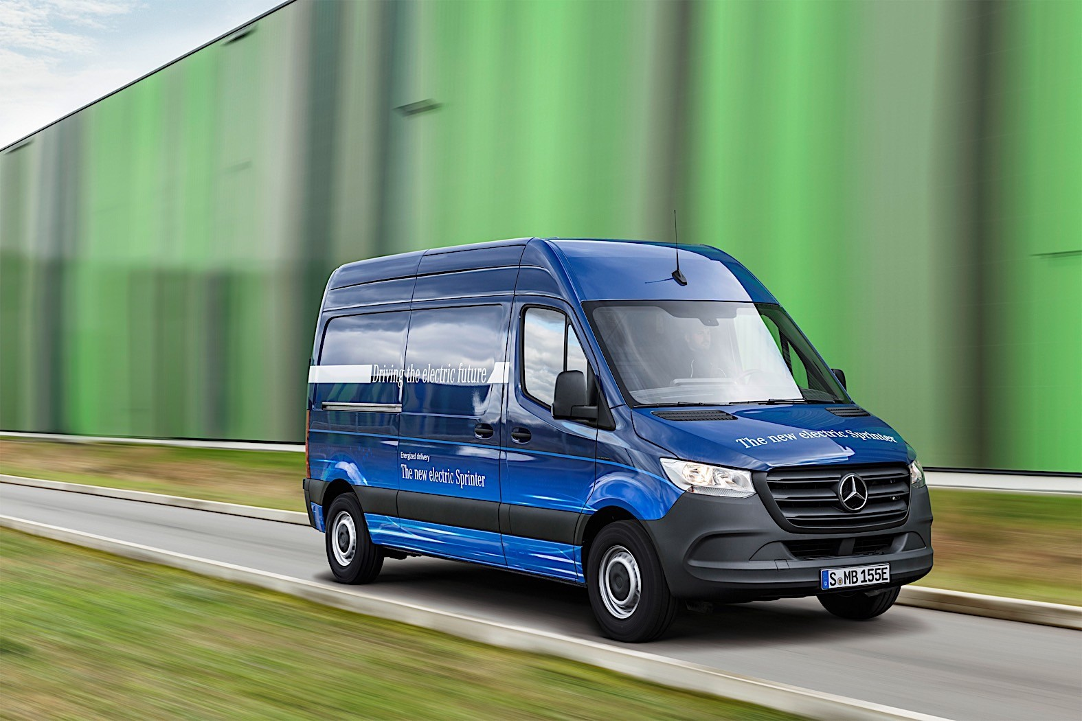 New Vw Van Electric >> Mercedes-Benz Sprinter-based RV Reviewed by AutoBlog - autoevolution
