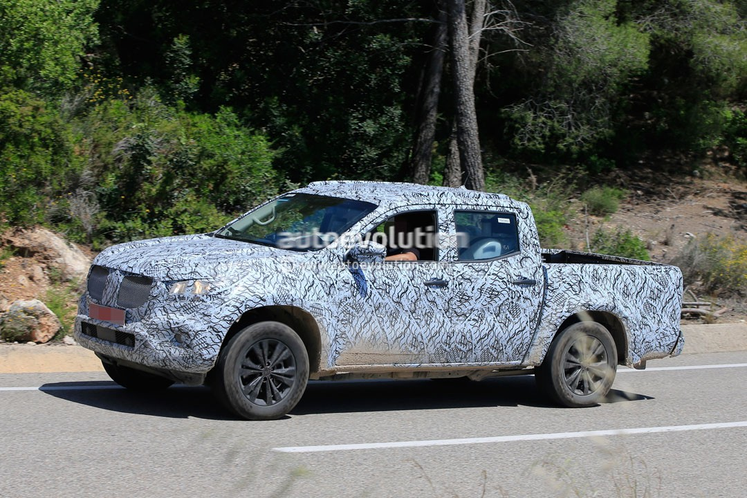 2018-mercedes-benz-x-class-caught-after-an-off-road-session-in-spain_3