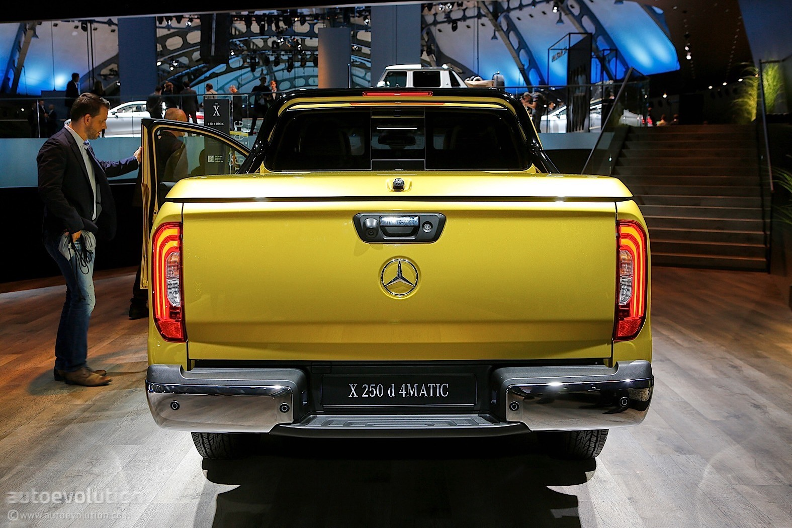 https://s1.cdn.autoevolution.com/images/news/gallery/2018-mercedes-benz-x-class-is-like-a-caveman-in-an-expensive-suit-at-iaa_5.jpg