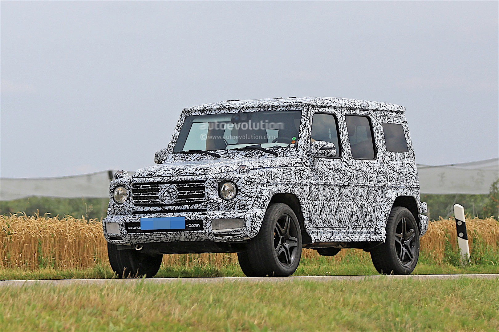 2017 - [Mercedes-Benz] Classe G II - Page 2 2018-mercedes-g-class-prototype-spied-on-the-road-sounds-like-a-v8_13
