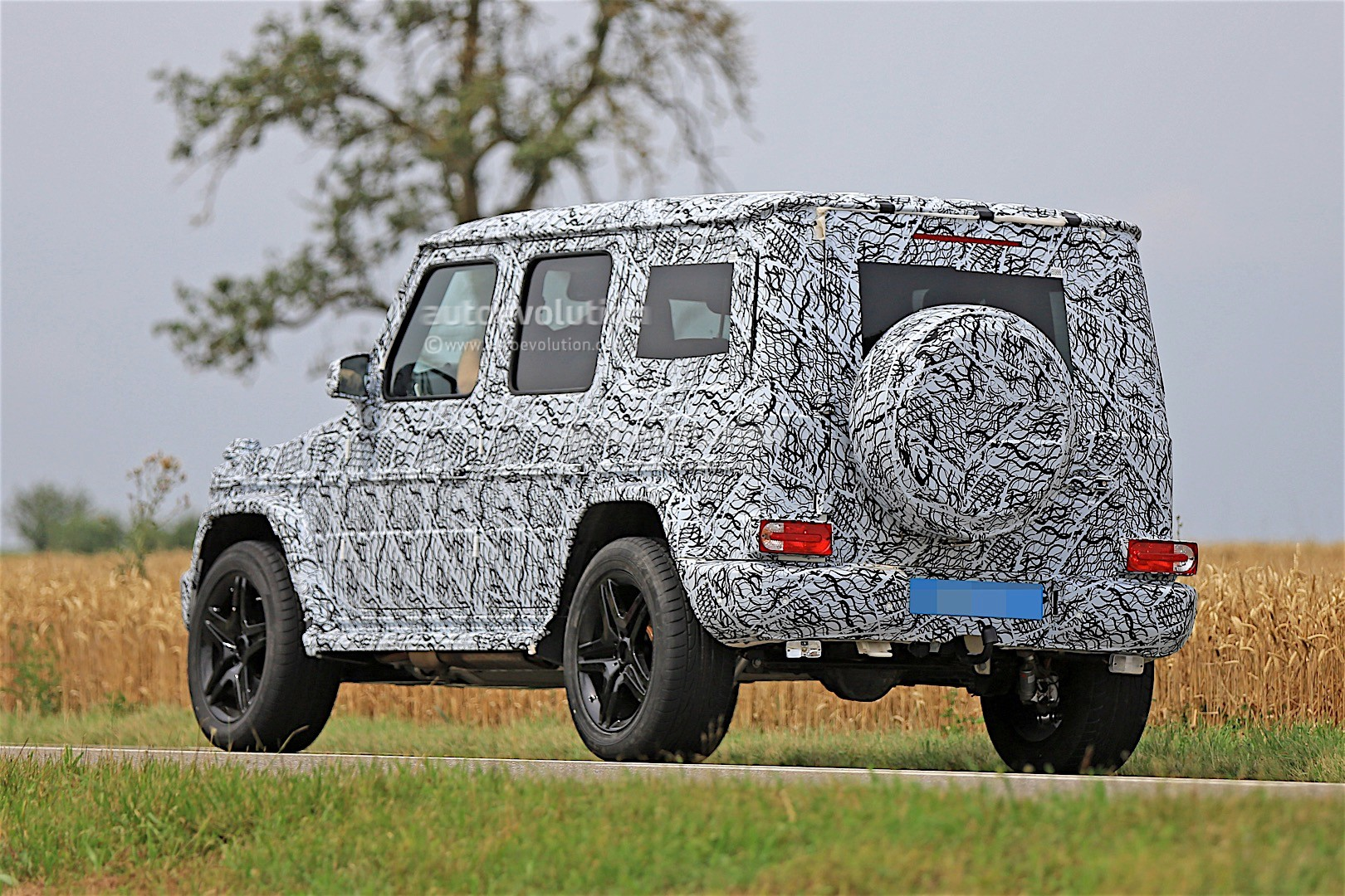 2017 - [Mercedes-Benz] Classe G II - Page 2 2018-mercedes-g-class-prototype-spied-on-the-road-sounds-like-a-v8_18