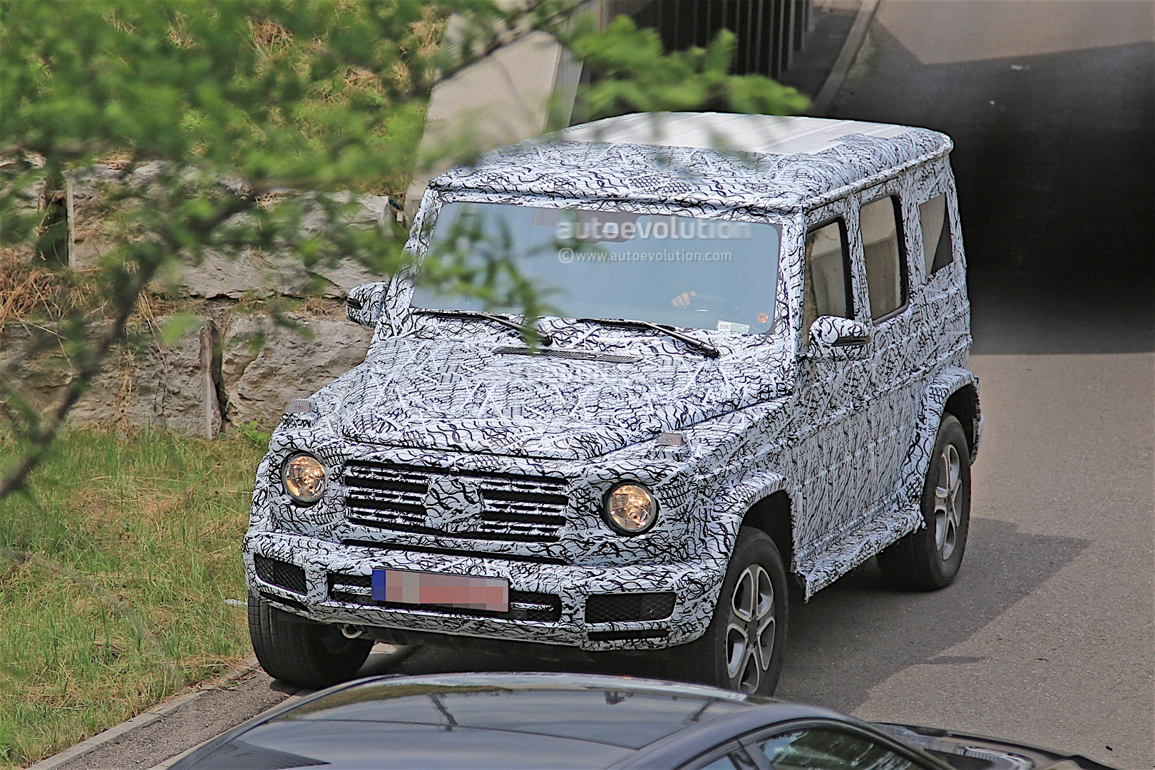 2017 - [Mercedes-Benz] Classe G II - Page 2 2018-mercedes-g-class-prototype-spied-on-the-road-sounds-like-a-v8_3