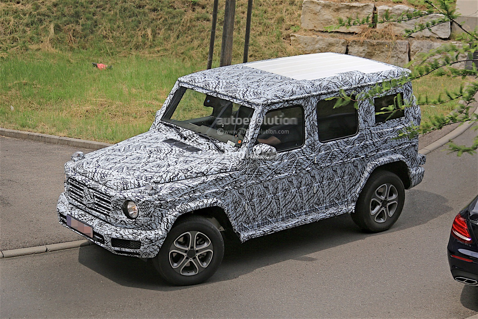 2017 - [Mercedes-Benz] Classe G II - Page 2 2018-mercedes-g-class-prototype-spied-on-the-road-sounds-like-a-v8_5