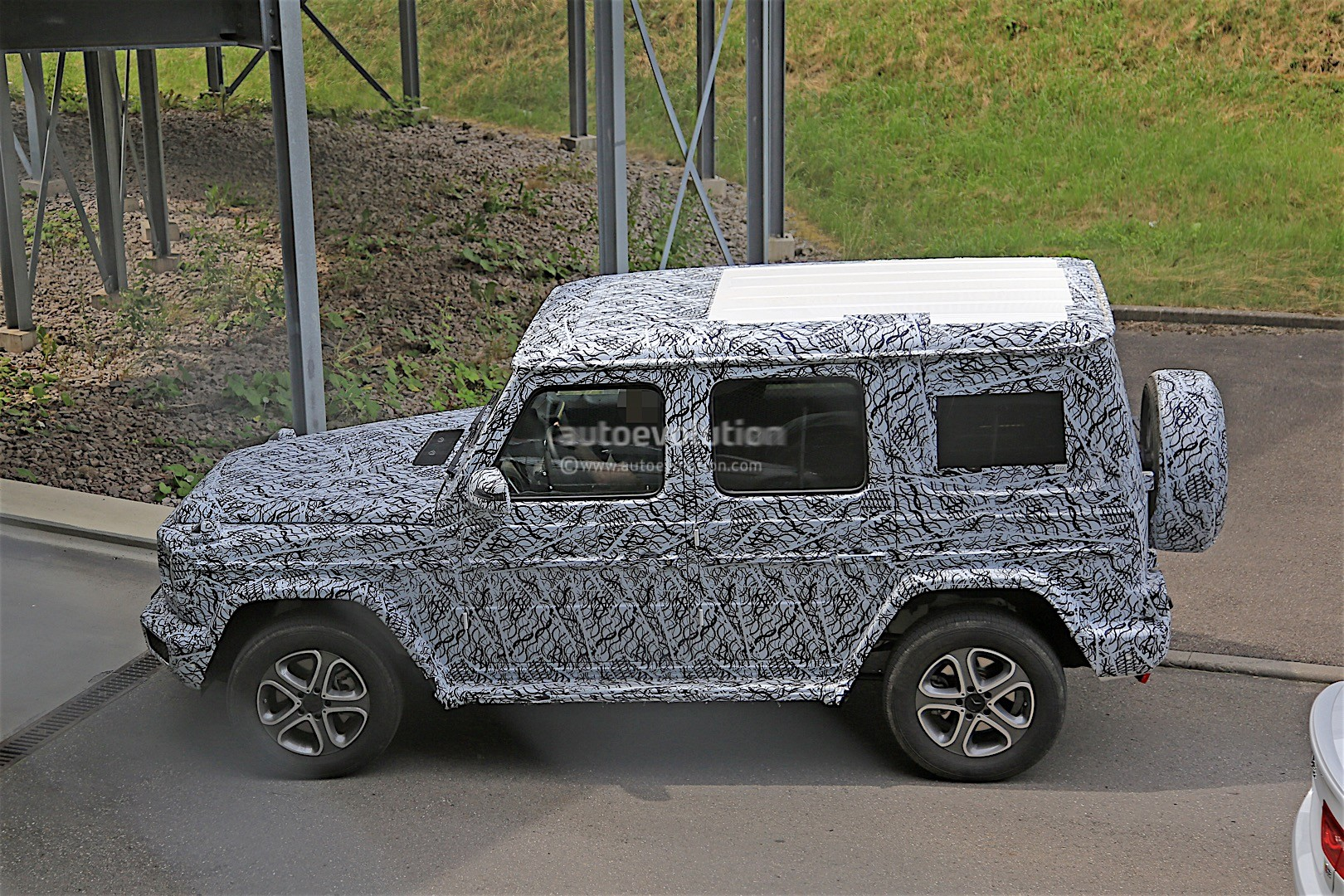 2017 - [Mercedes-Benz] Classe G II - Page 2 2018-mercedes-g-class-prototype-spied-on-the-road-sounds-like-a-v8_7