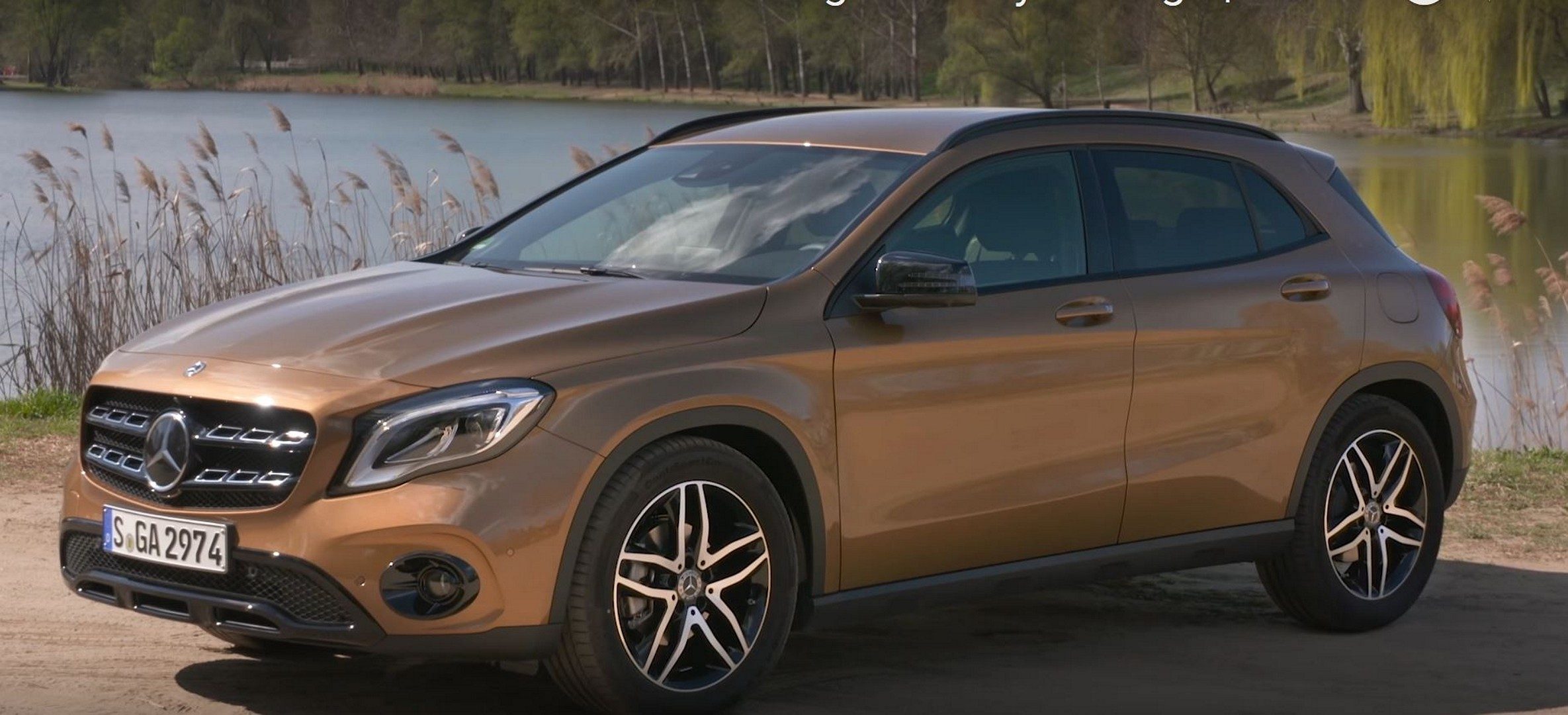 Mercedes Glc Facelift 2018 >> 2018 Mercedes-Benz GLA Videos Show Canyon Beige and Jupiter Red Paint - autoevolution