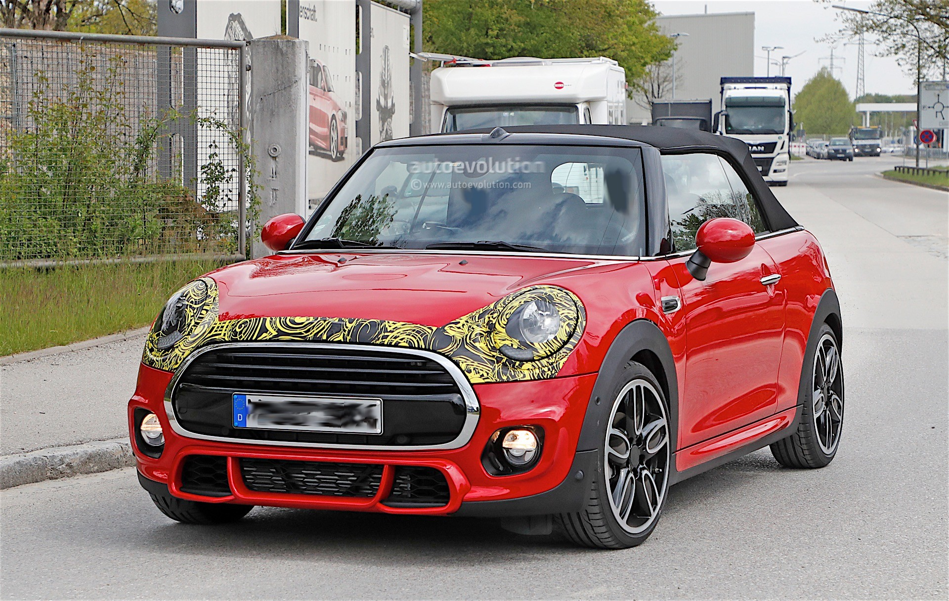 2018 mini cabrio and cooper s facelift spied in germany autoevolution. Black Bedroom Furniture Sets. Home Design Ideas