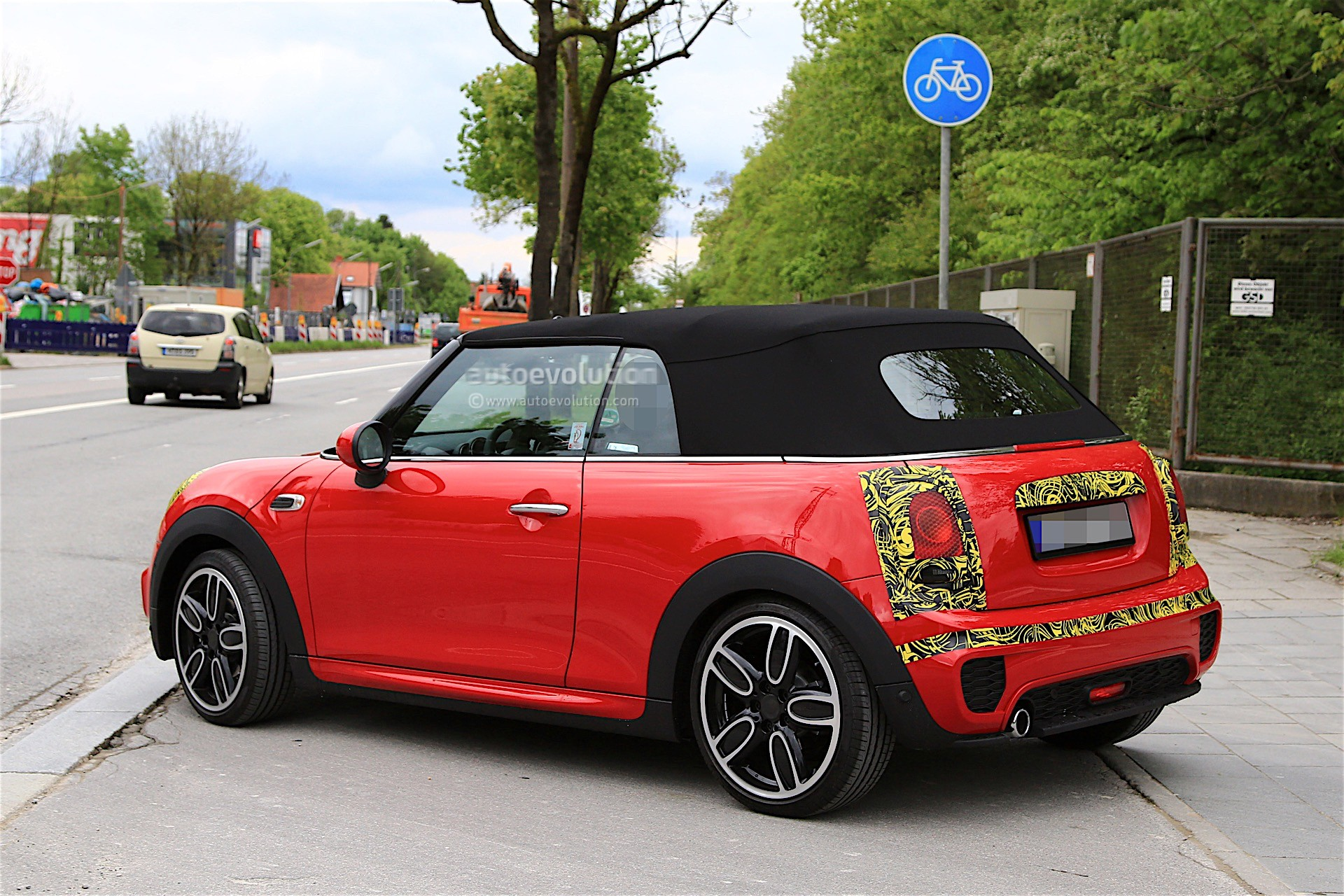 2018 Mini Cabrio And Cooper S Facelift Spied In Germany Autoevolution