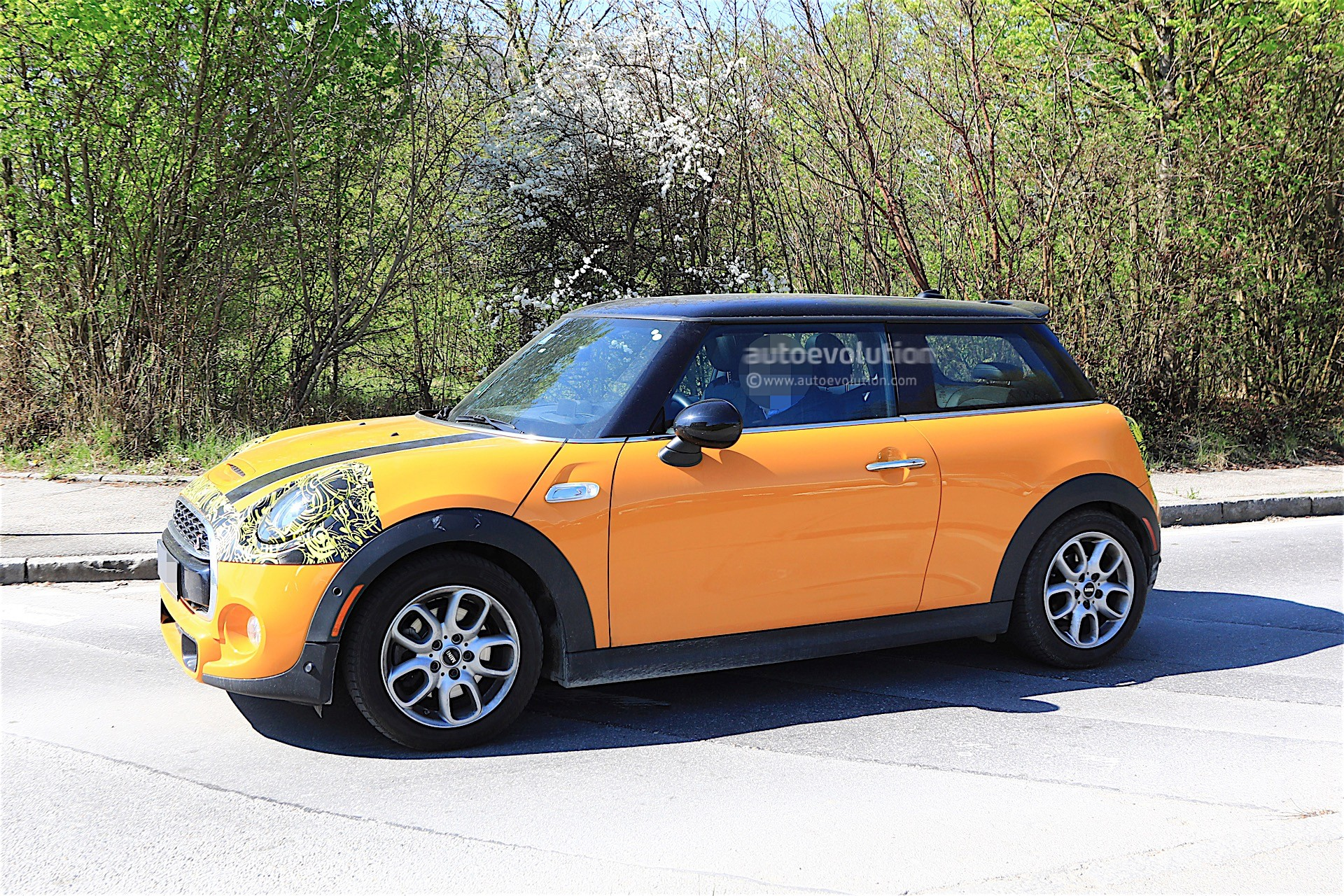 2018 MINI Cooper S Facelift Spotted Testing, It Has Minor ...