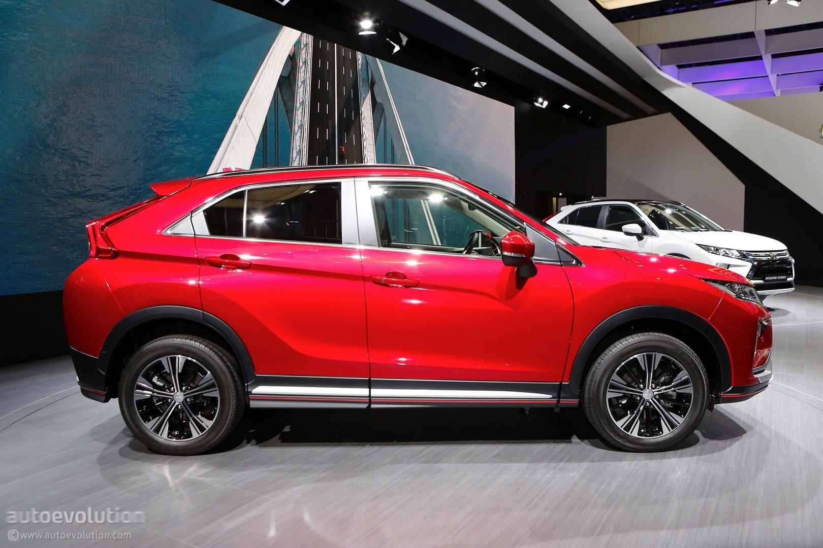 2018 mitsubishi eclipse cross looks even better up close and personal autoevolution. Black Bedroom Furniture Sets. Home Design Ideas