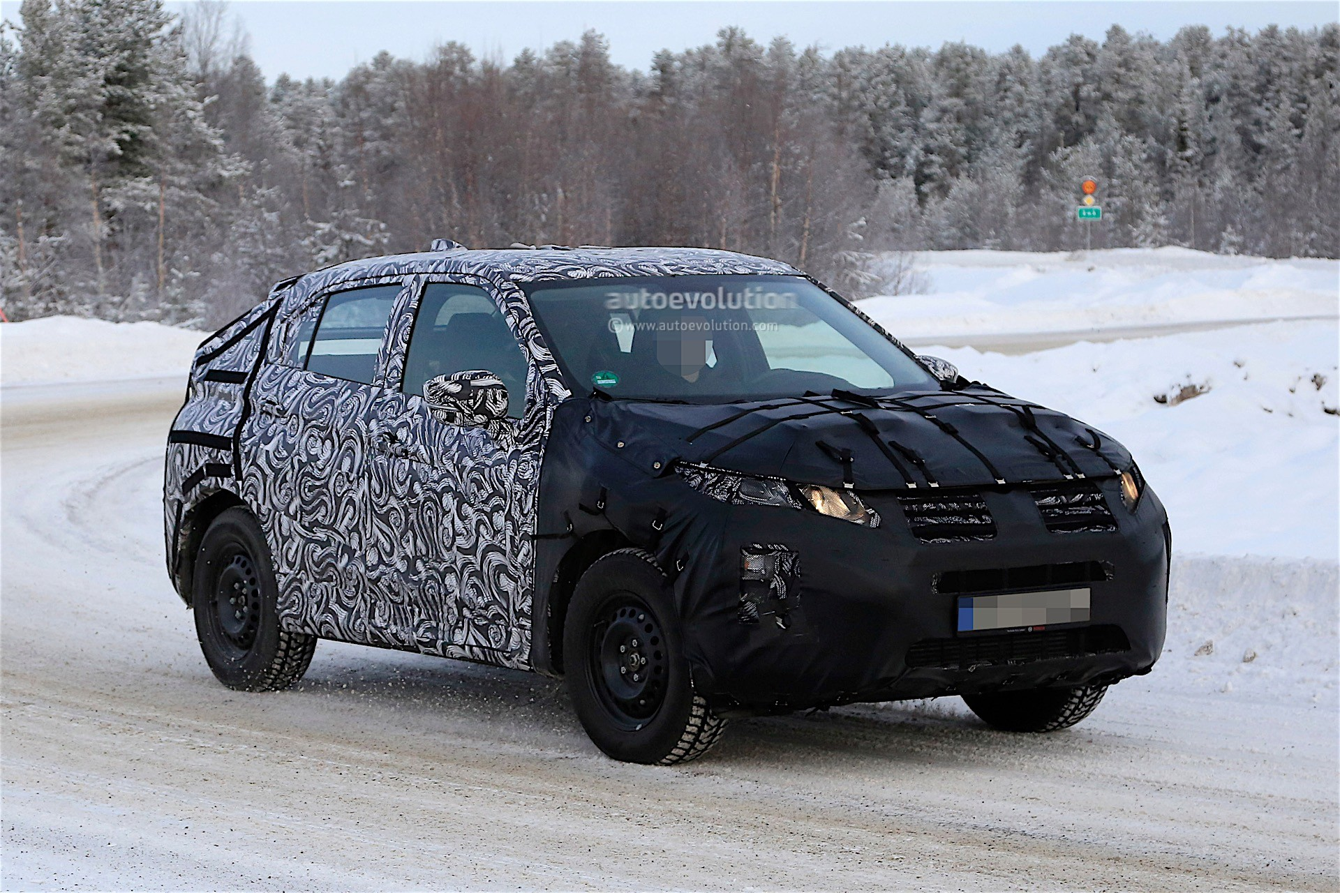 2018 mitsubishi eclipse cross spotted during winter. Black Bedroom Furniture Sets. Home Design Ideas